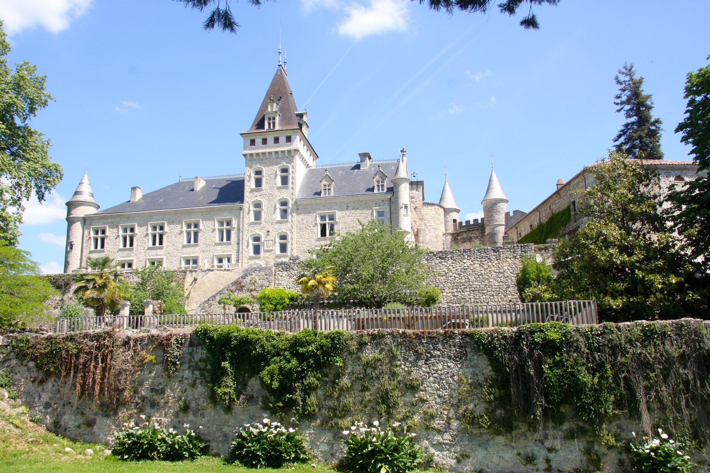 Property For Sale at Château XII° Siècle - 350 ha - Propriété exceptionnelle