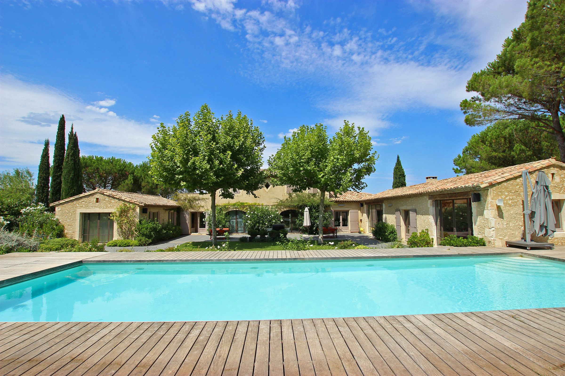 sales property at Recent country house walking distance in Eygalieres