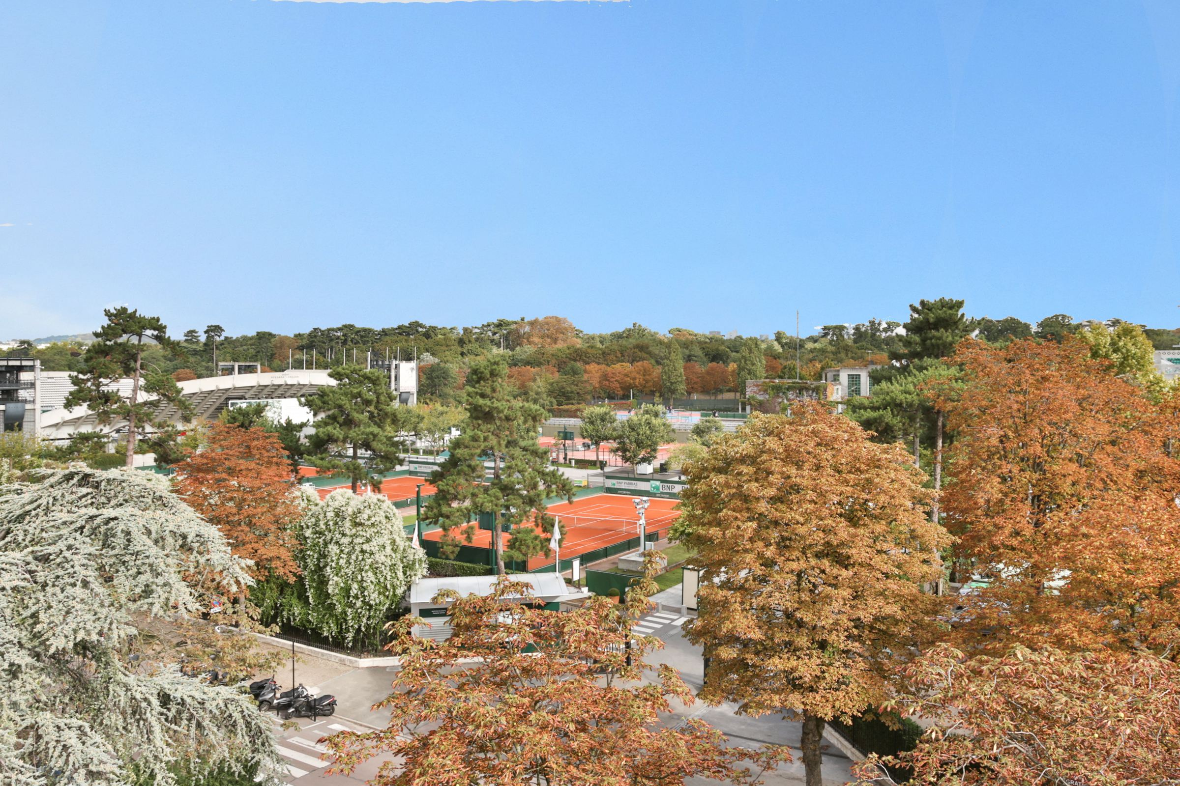 Property For Sale at Boulogne - Sole Agent. Top floor, 200 sq.m + balcony + lock up garage