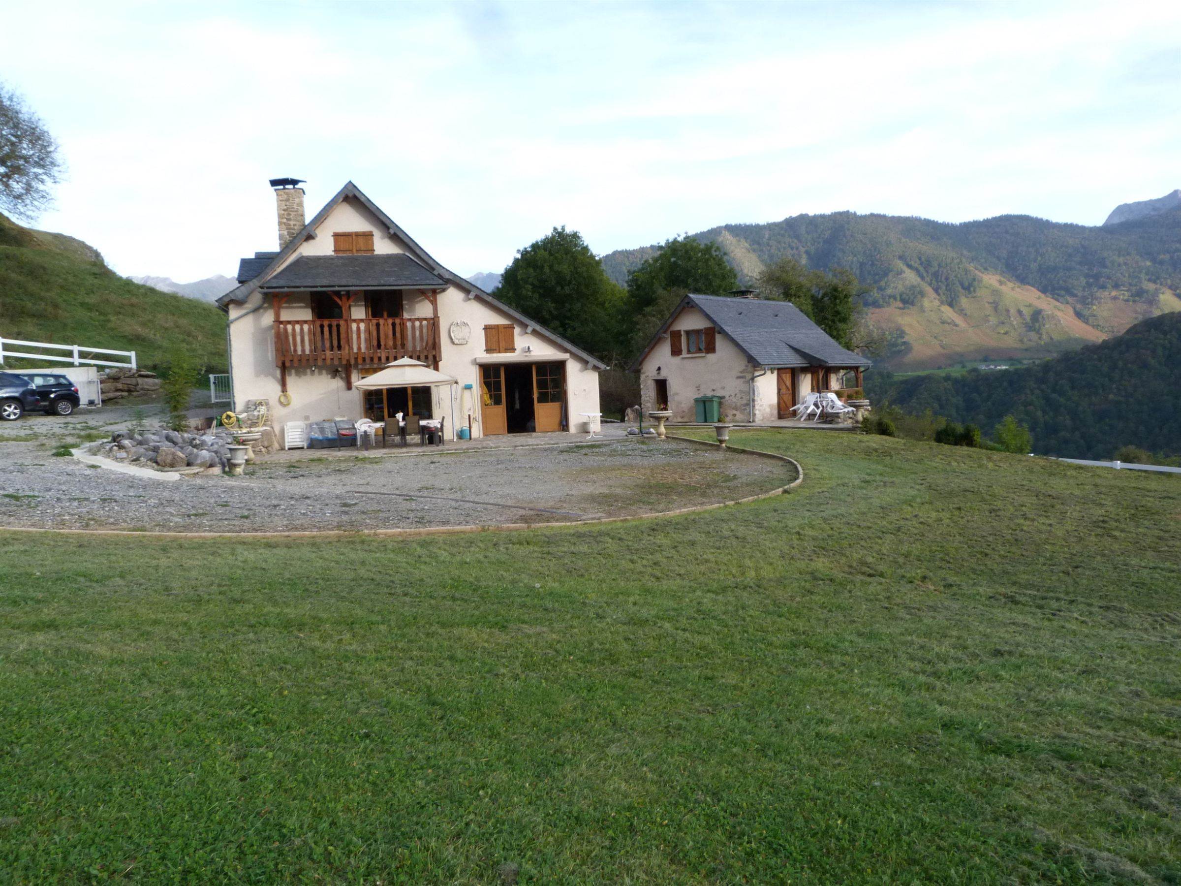 Property For Sale at VALLEE D'ASPE - BELLE PROPRIETE AU CALME AVEC VUE EXTRAORDINAIRE SUR PYRENEES