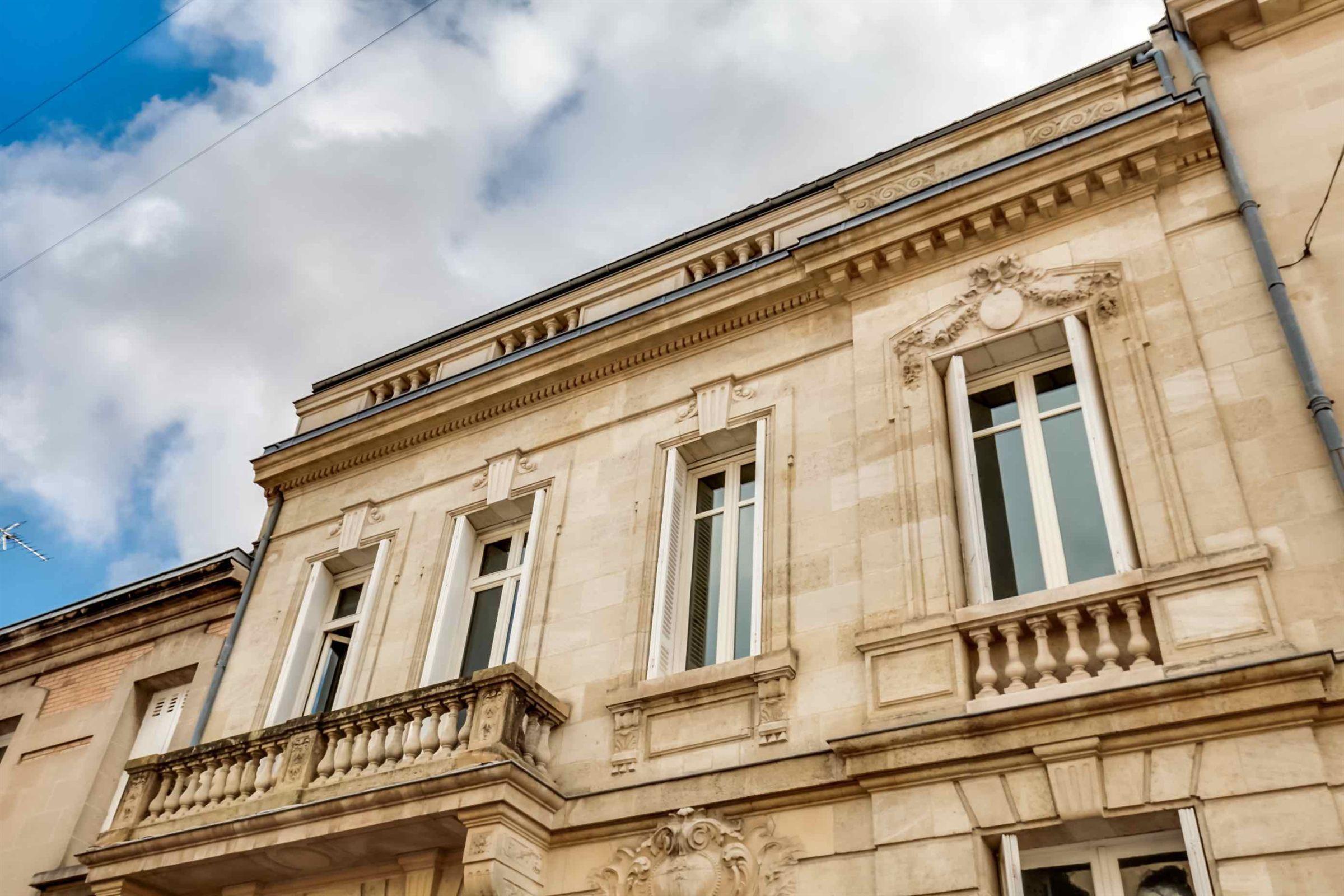 Einfamilienhaus für Verkauf beim BORDEAUX – LABOTTIERE LUXURY TOWNHOUSE WITH GARDEN Bordeaux, Aquitanien, 33000 Frankreich