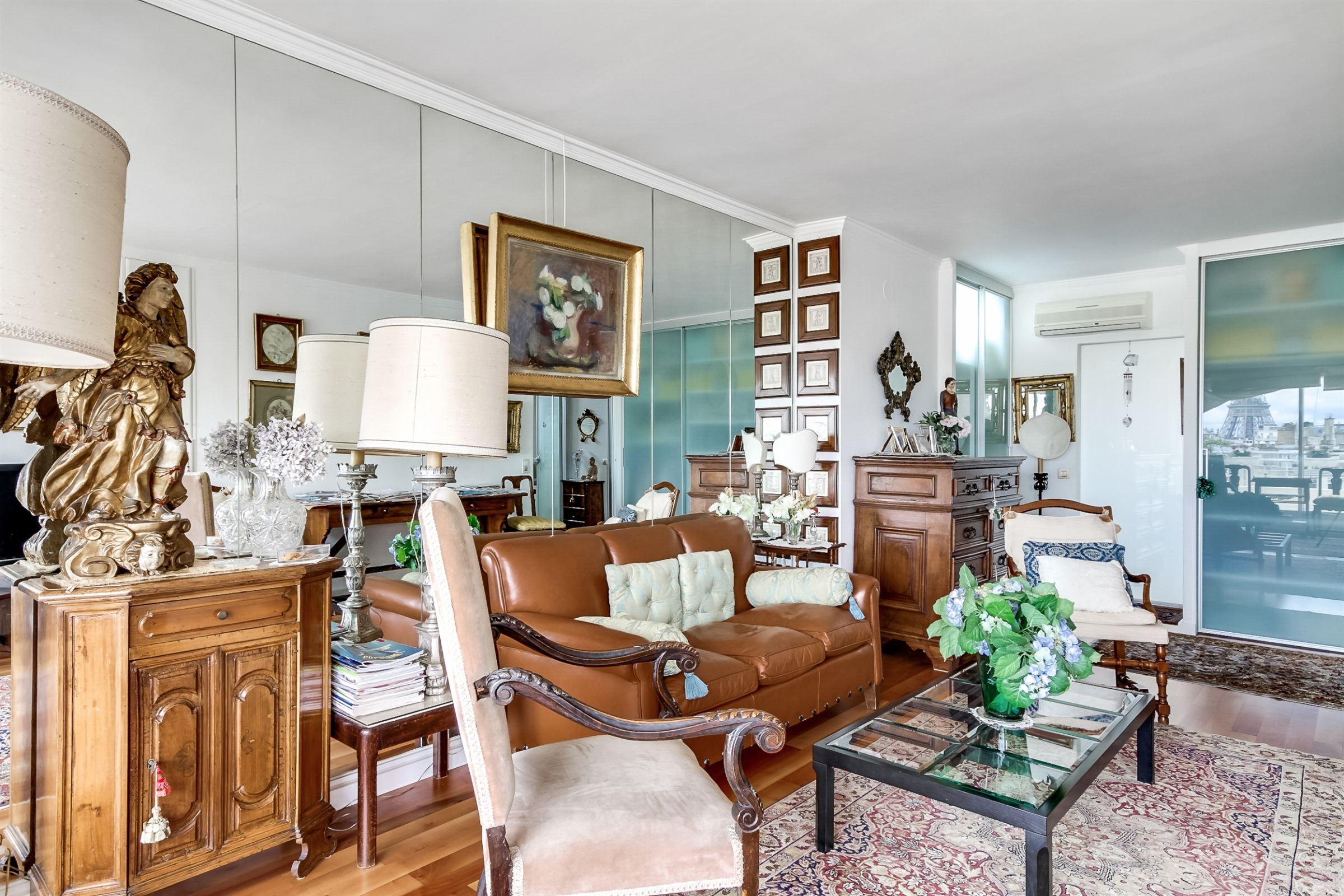 Property For Sale at Paris 16 - Muette. 80 sq.m. apartment. 25 sq.m. terrace, Eiffel Tower view