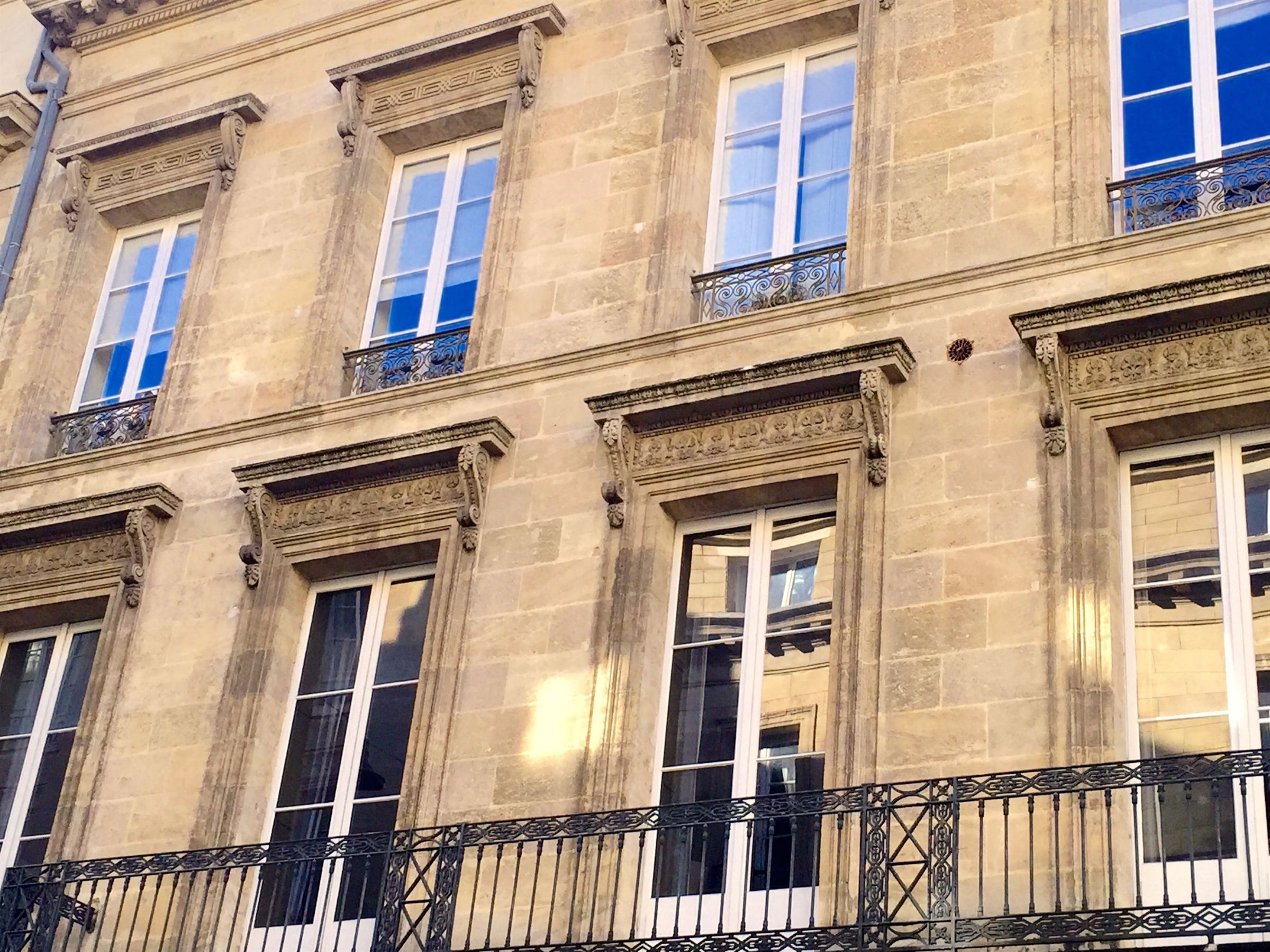 Property For Sale at BORDEAUX VERY CENTER - TERRACE - PARKINGS - 4 BEDROOMS APARTMENT