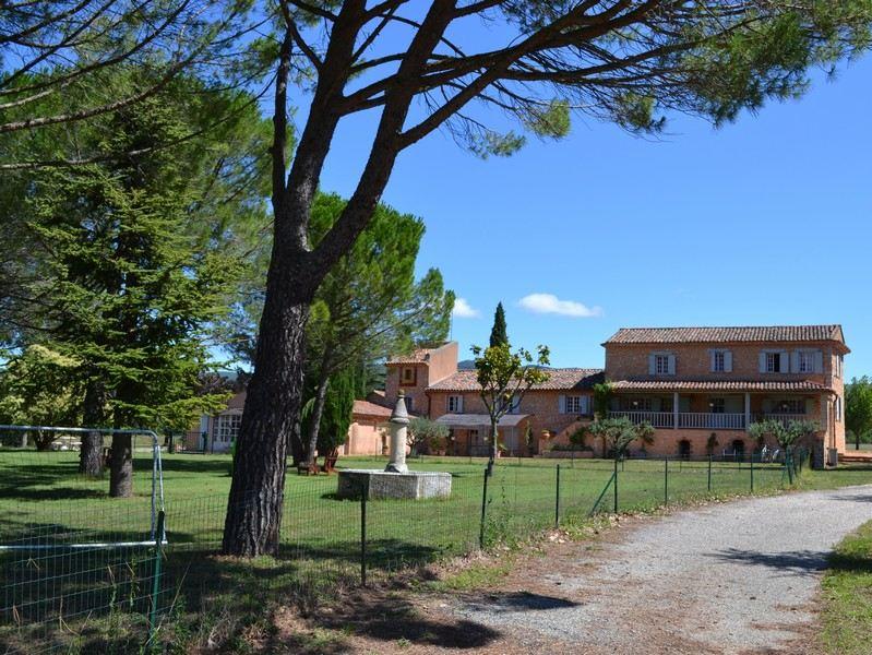 Single Family Homes por un Venta en UNDER OFFER: Agricultural estate on 200 HA with complete facilities for horses Aups, Provincia - Alpes - Costa Azul 83630 Francia