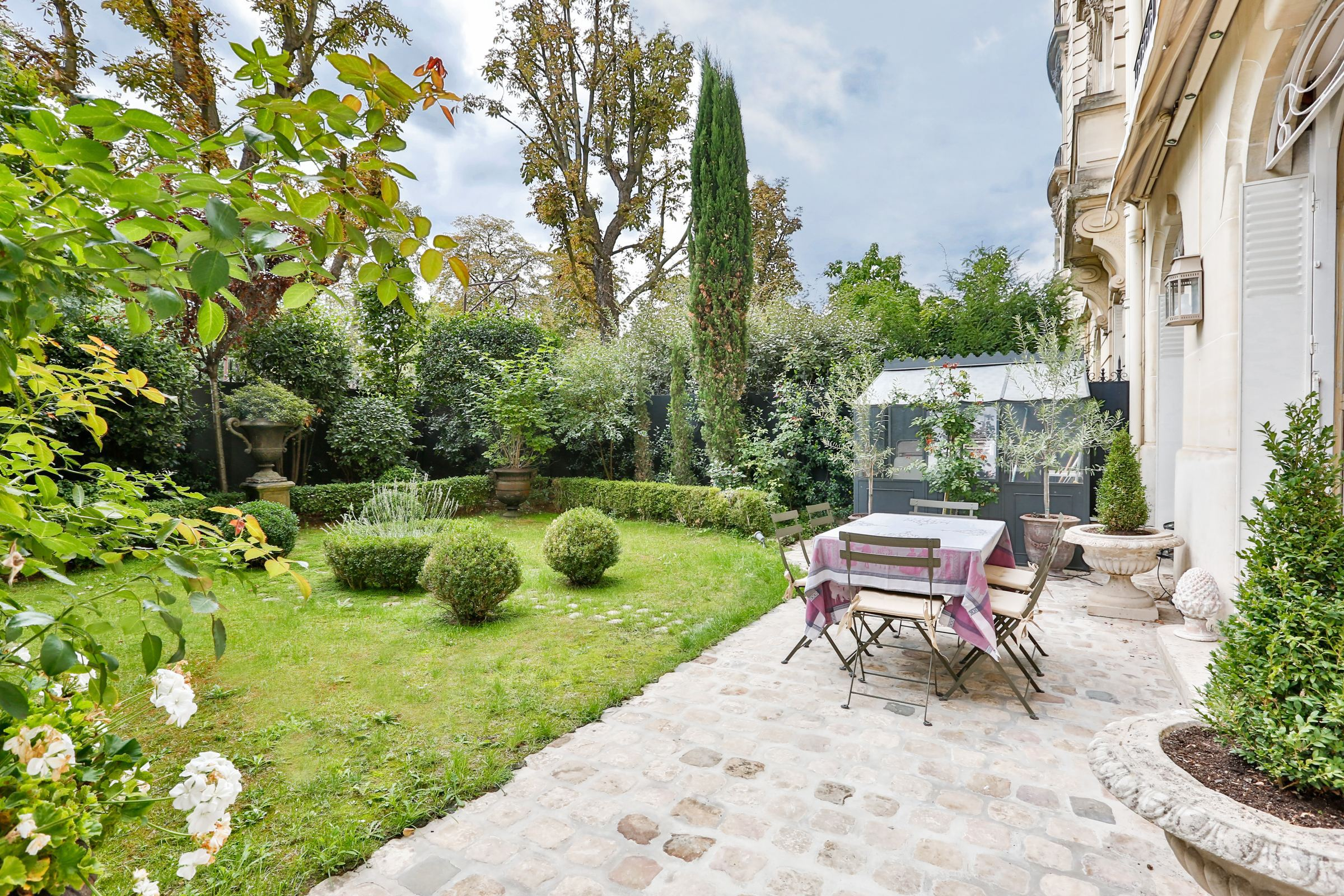 sales property at Neuilly - A 187 sq.m apartment + a 100 sq.m garden