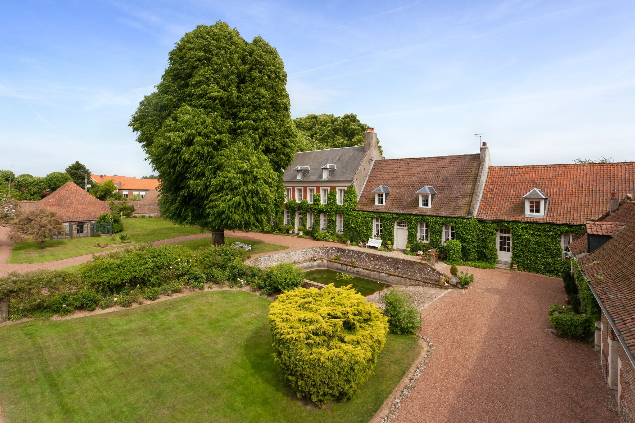 Moradia para Venda às MONTREUIL nearby, renovated Manor 420 m2. 18th on 2.7 Ha Montreuil, Pays De La Loire 62170 França