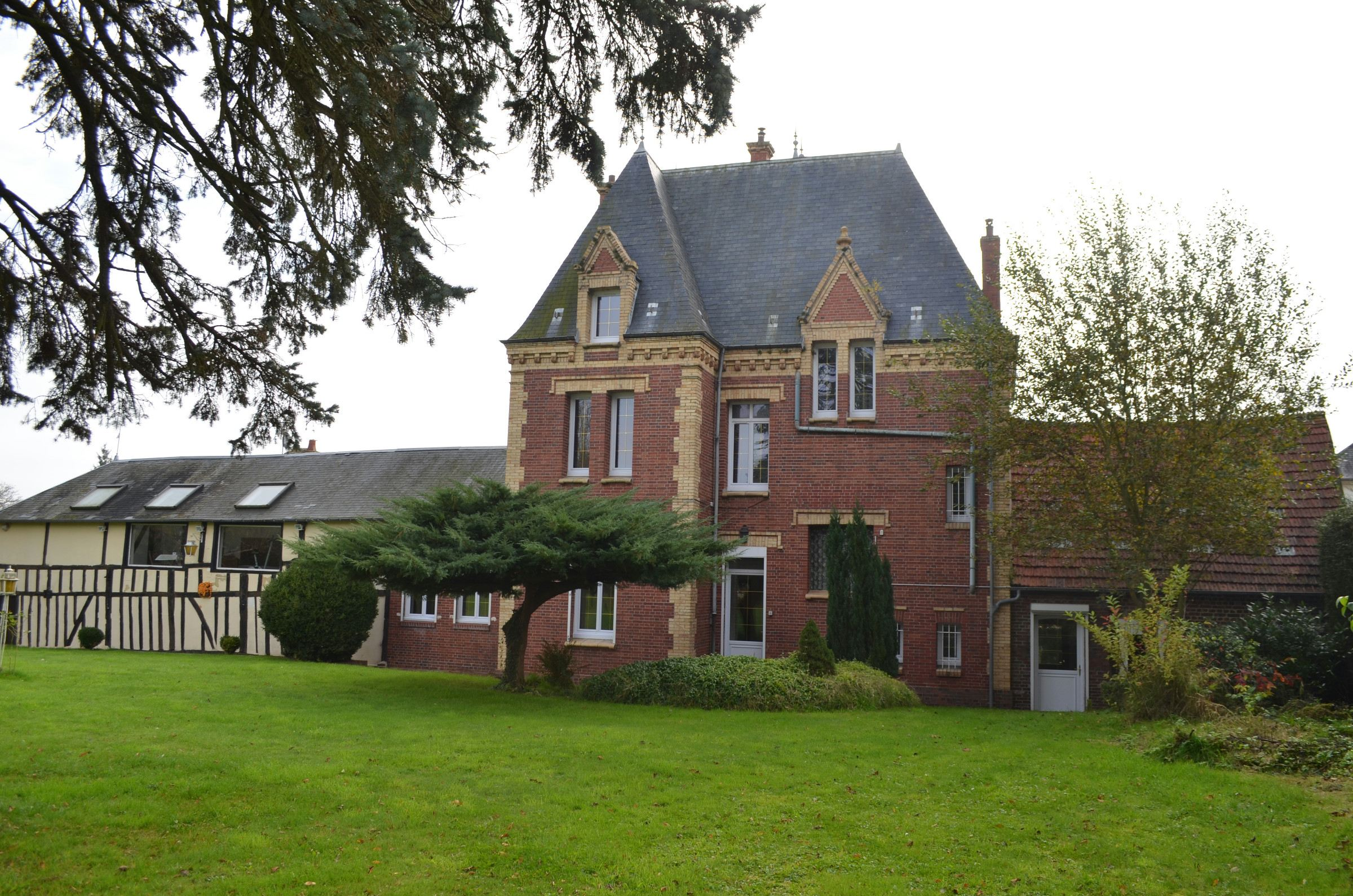 Property For Sale at Near Beauvais, renovated property of XIXth