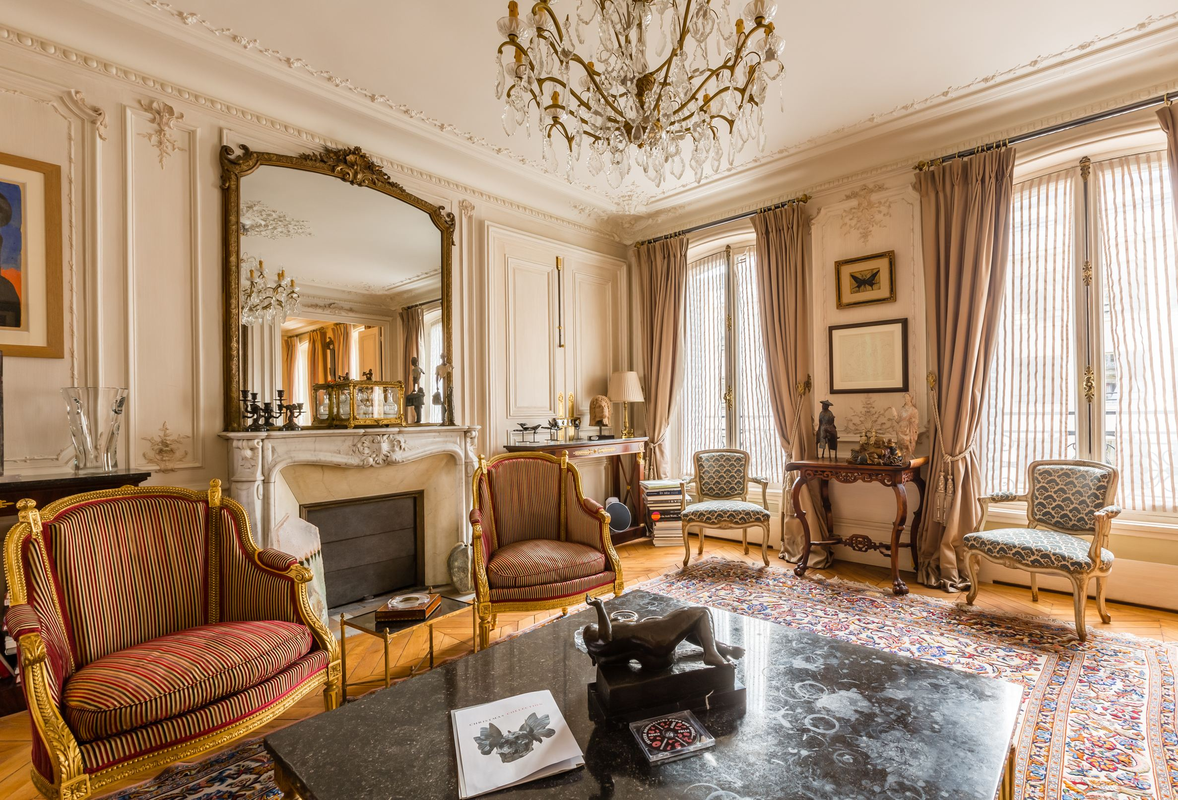sales property at Triangle d'Or  François Ier
