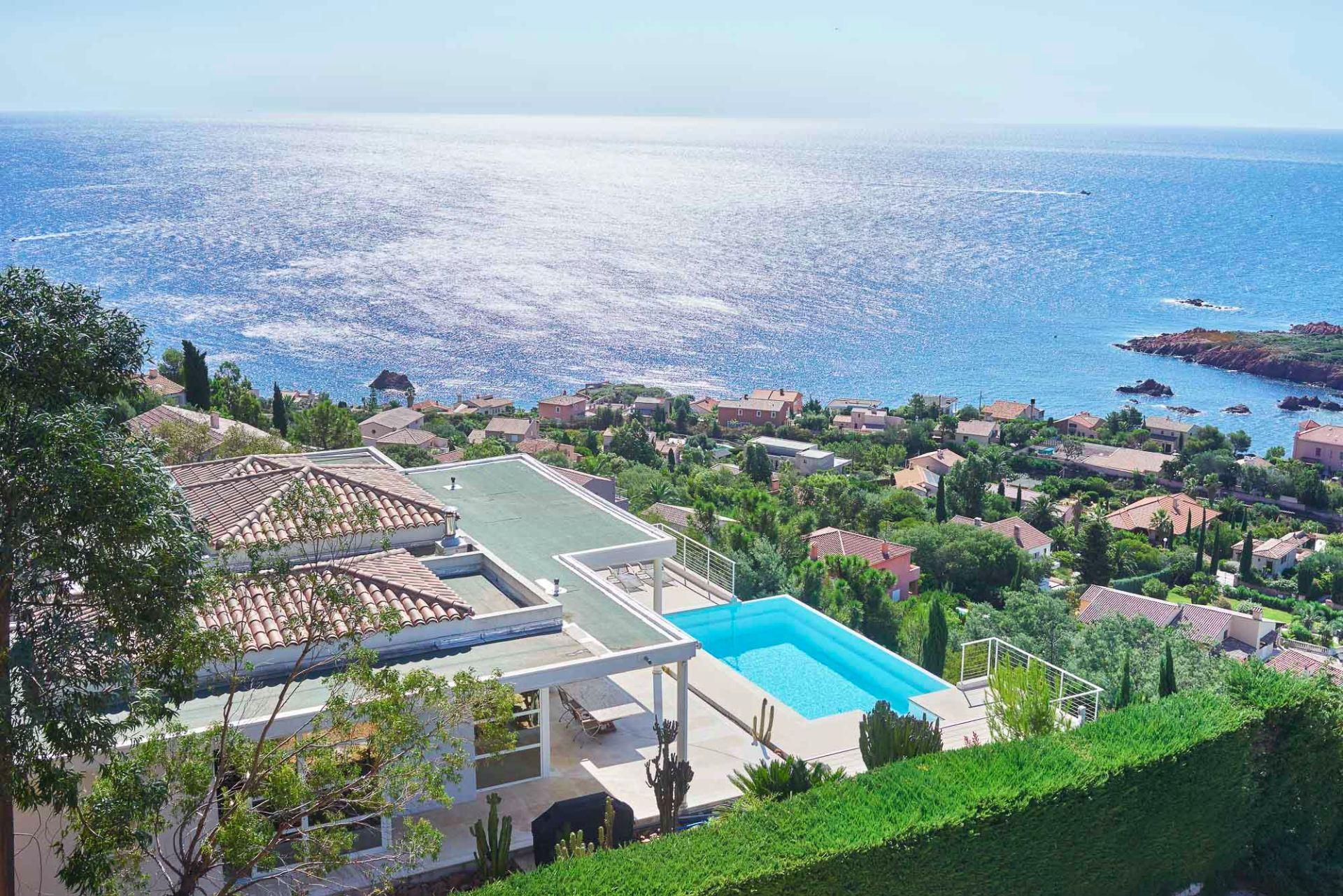 단독 가정 주택 용 매매 에 Californian style house - panoramic sea views - private domain - Anthéor Other Provence-Alpes-Cote D'Azur, 프로벤스 앞ㄹ프스 코테 D'Azur, 83700 프랑스