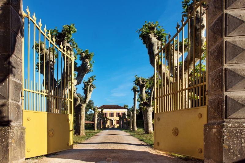 Single Family Homes por un Venta en Exclusive: Country estate with Maison de Maître, Bastide and Chalet Carces, Provincia - Alpes - Costa Azul 83570 Francia