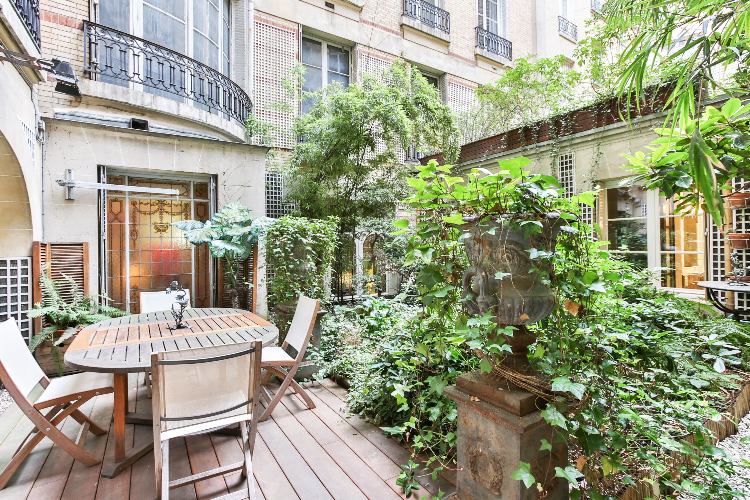 sales property at Paris 16 - OCDE. Apartment with a landscaped garden.
