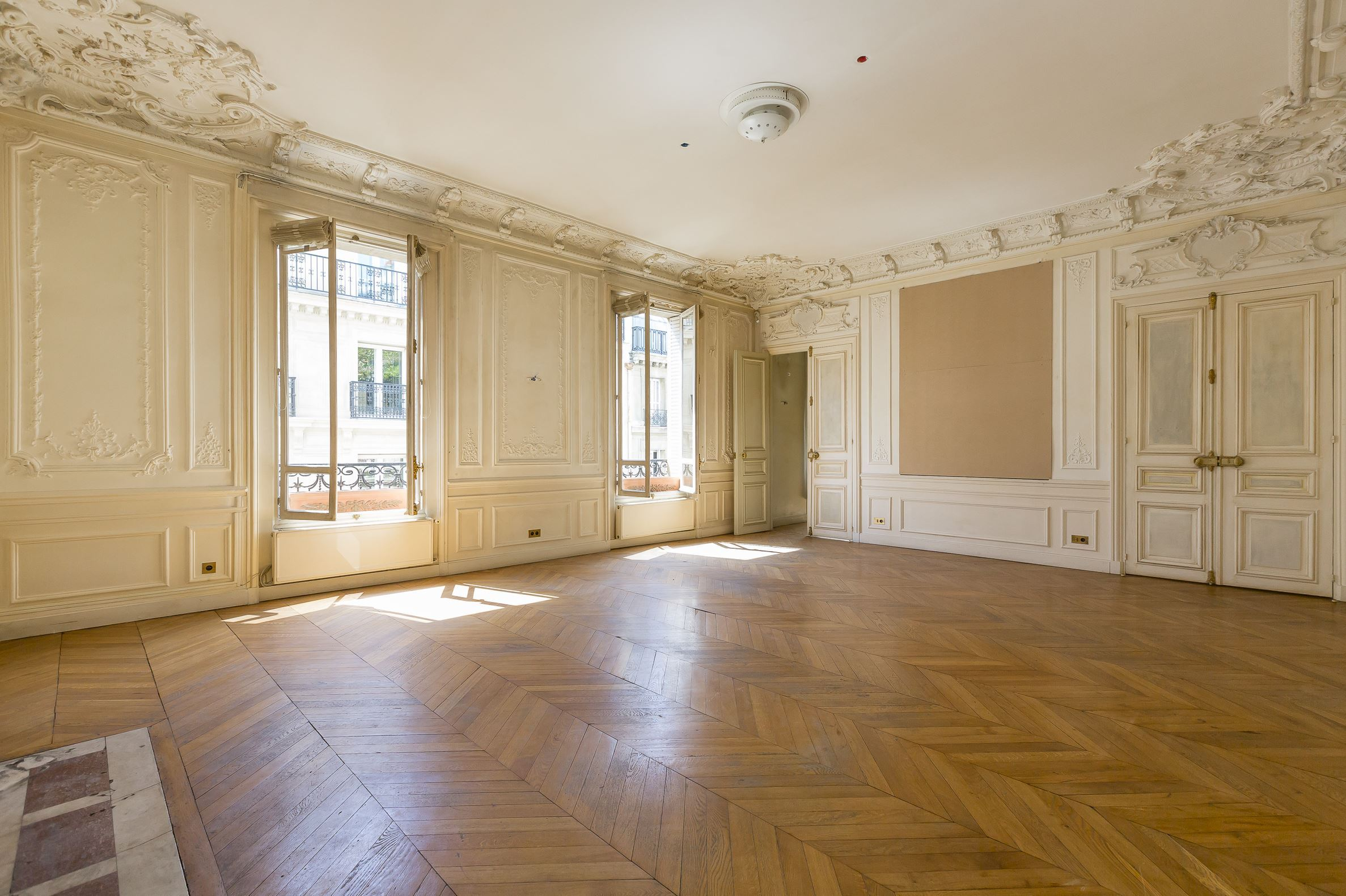 sales property at Paris 8 - Beautiful 184 sam apartment - Faubourg Saint Honoré