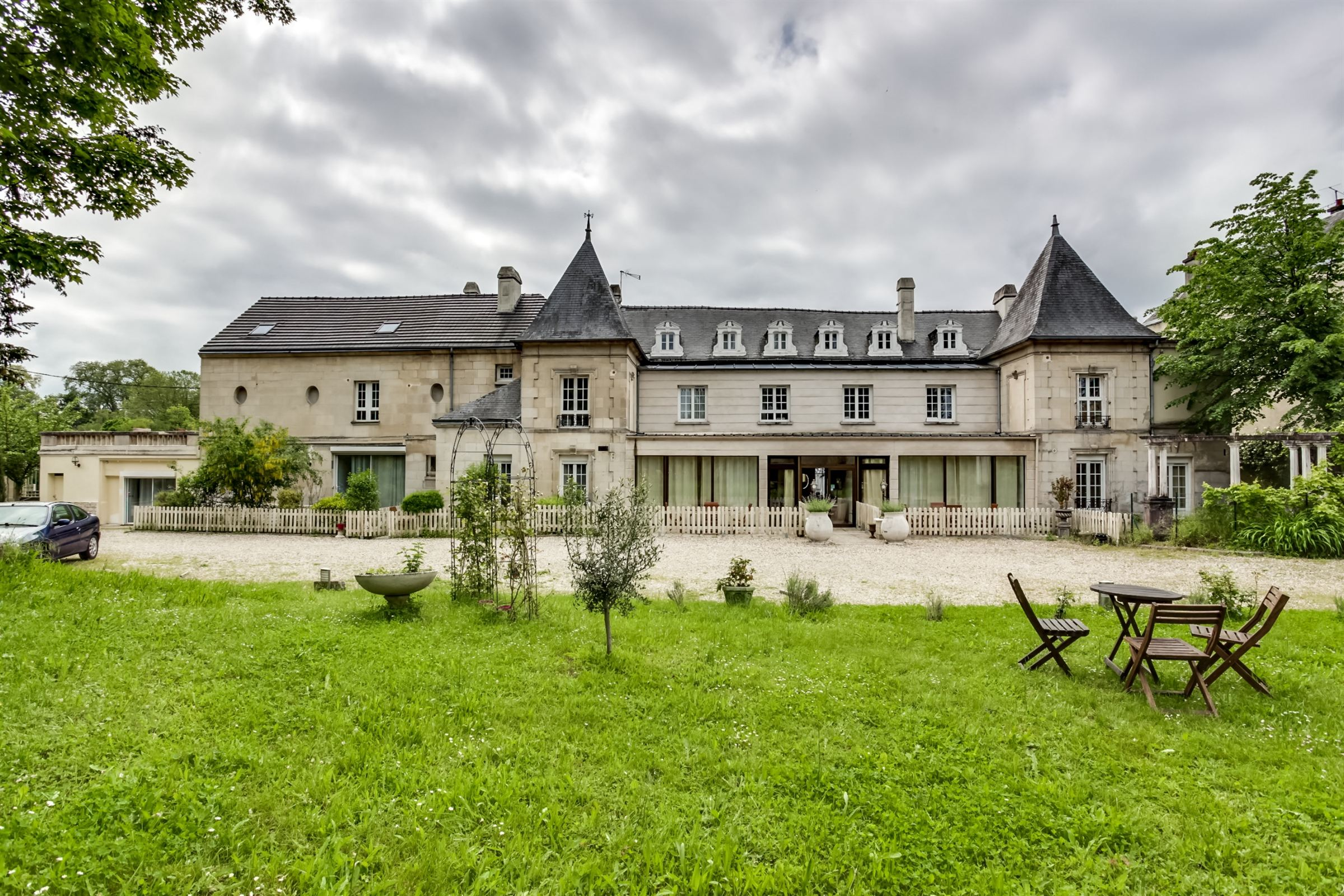 sales property at ROISSY 30 minutes, Manor 18th divided into 8 apartments