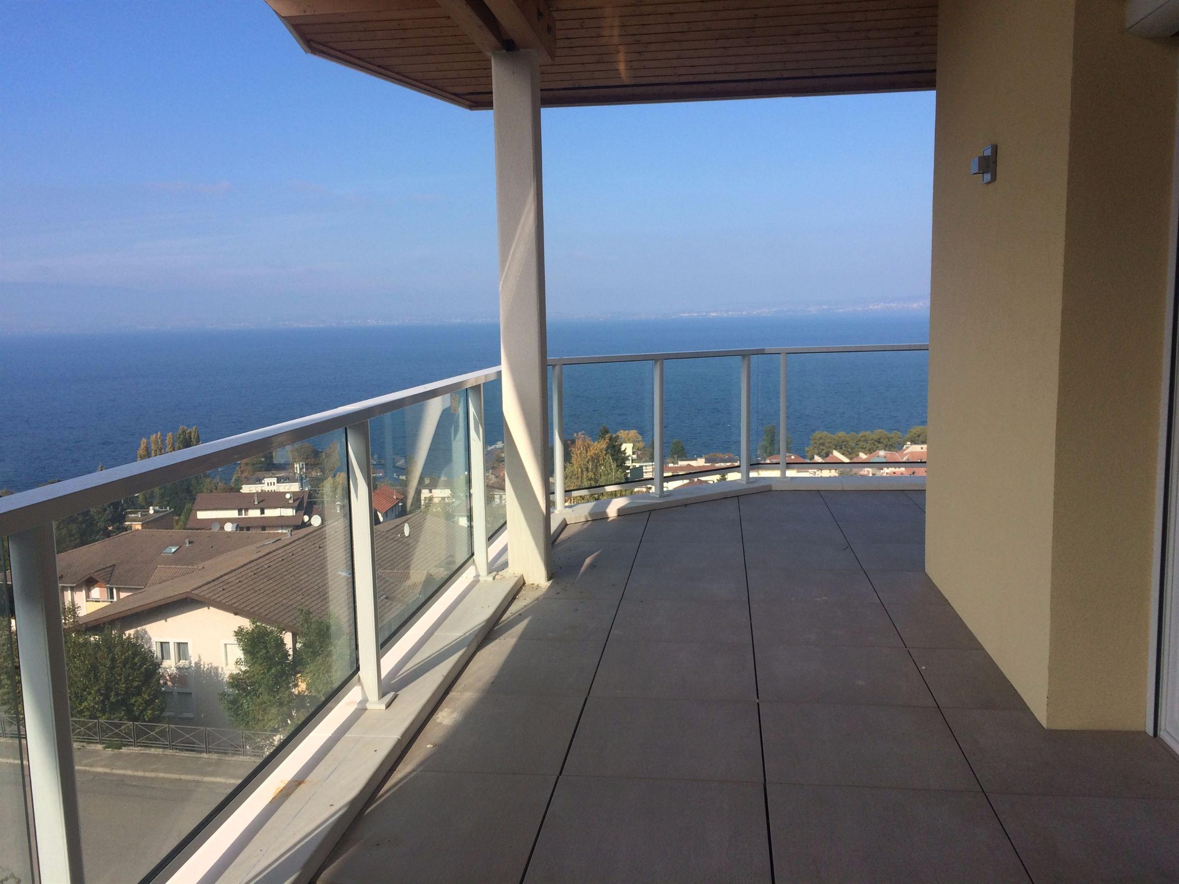 Apartamento por un Venta en EVIAN, NEW FLAT LAKE VIEW Evian Les Bains, Ródano-Alpes, 74500 Francia