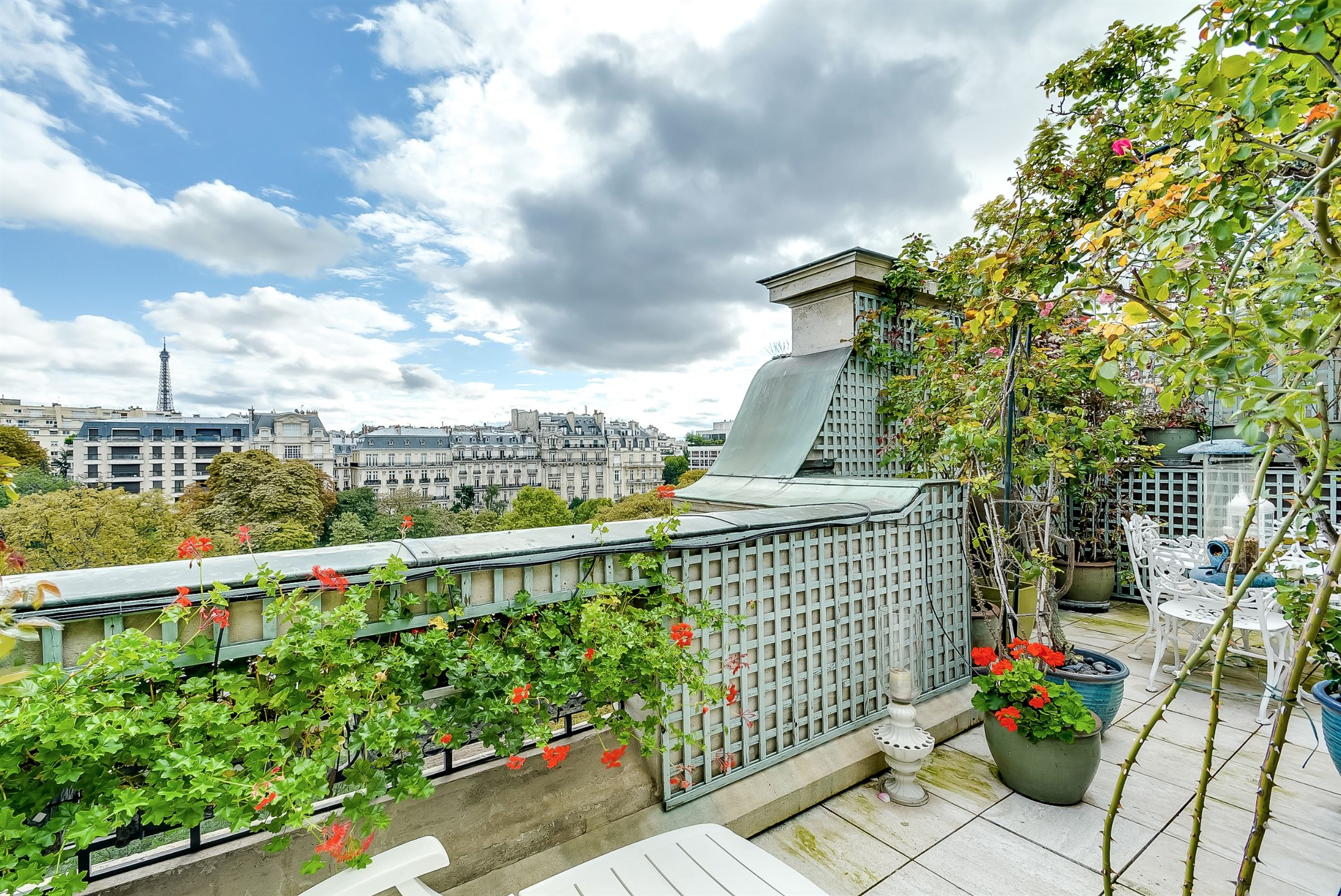 Appartamento per Vendita alle ore Paris 16 - Foch. Penthouse facing South. Paris, Parigi 75116 Francia