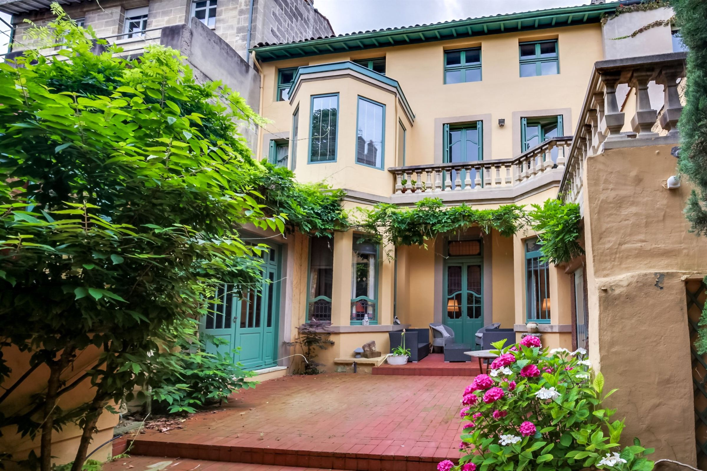 Casa Unifamiliar por un Venta en BORDEAUX ST SEURIN DISTRICT VERY NICE PRIVATE LUXURY TOWNHOUSE Bordeaux, Aquitania, 33000 Francia