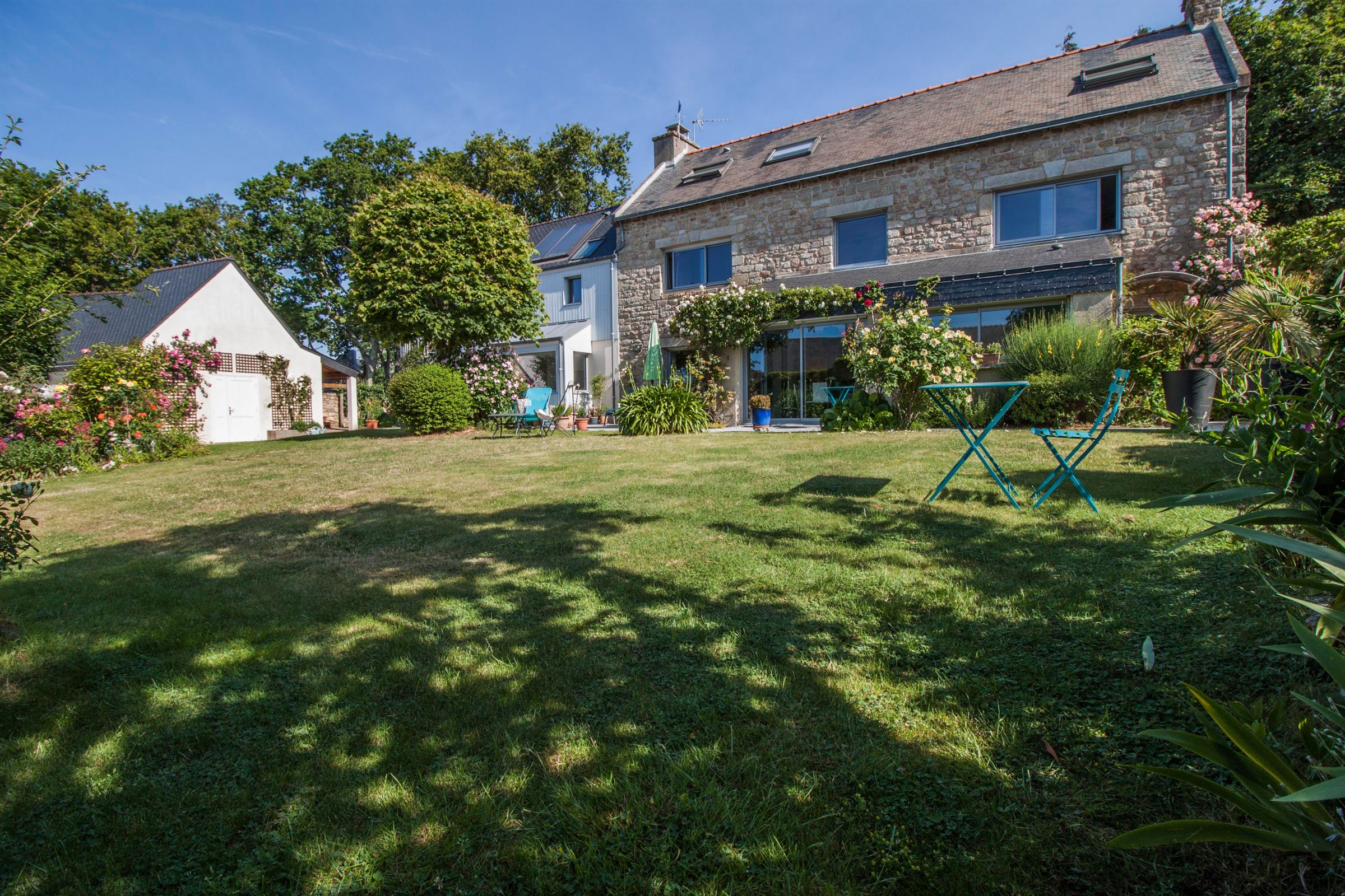 sales property at Larmor Plage, next to the beach, to the shops