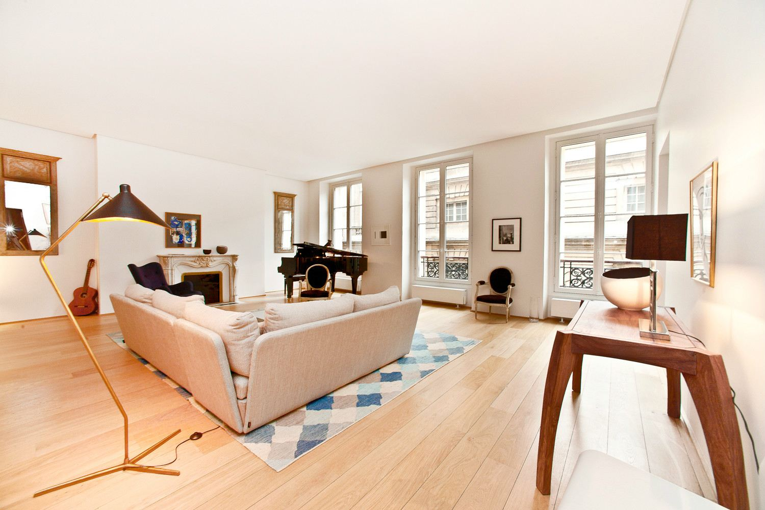 Apartamento por un Venta en Paris 6 - Saint Germain des Pres. A 181 sq.m apartment, fully renovated Paris, Paris 75006 Francia