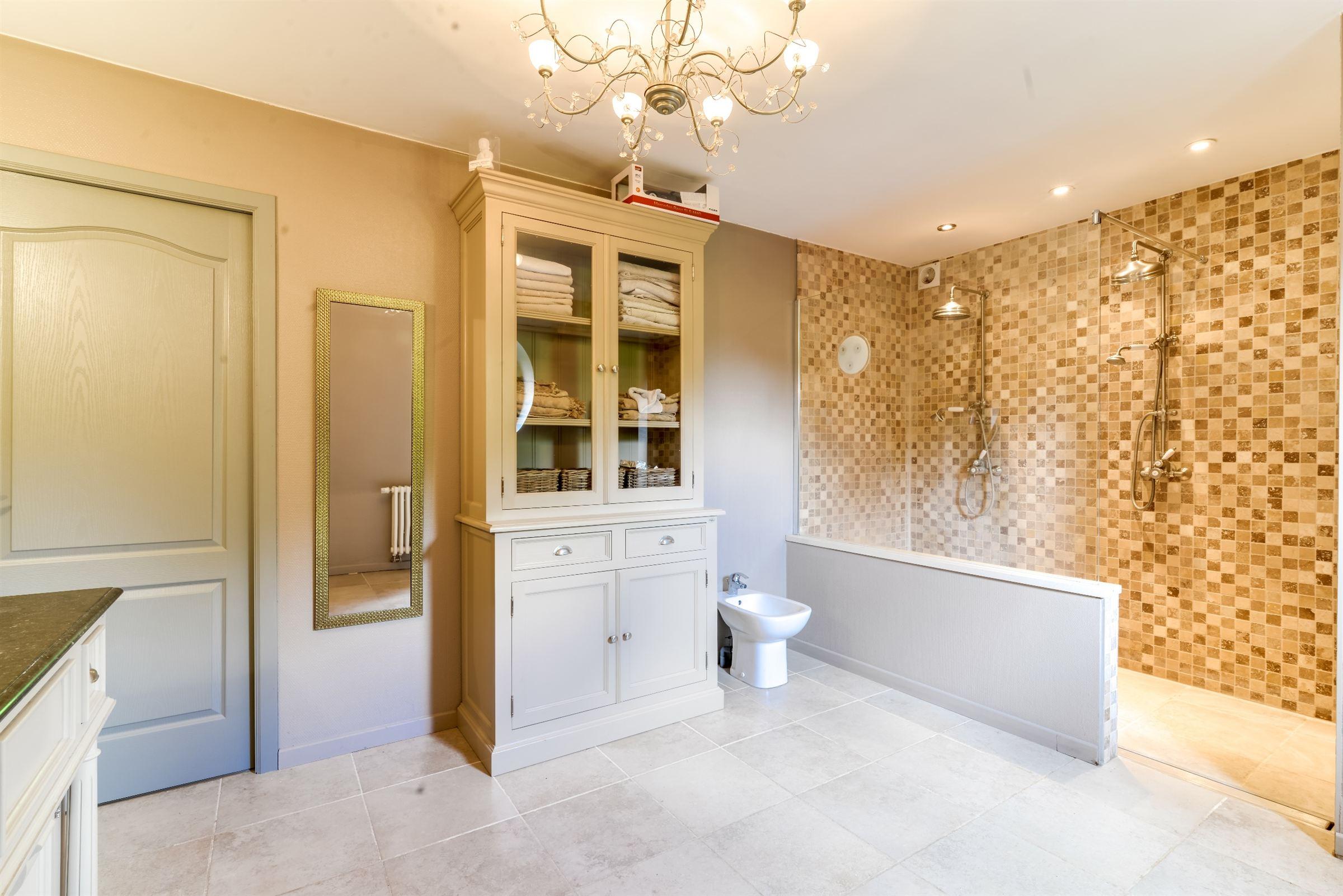 sales property at LA MADELEINE, Rare Mansion 405 m² hab. 6 ch