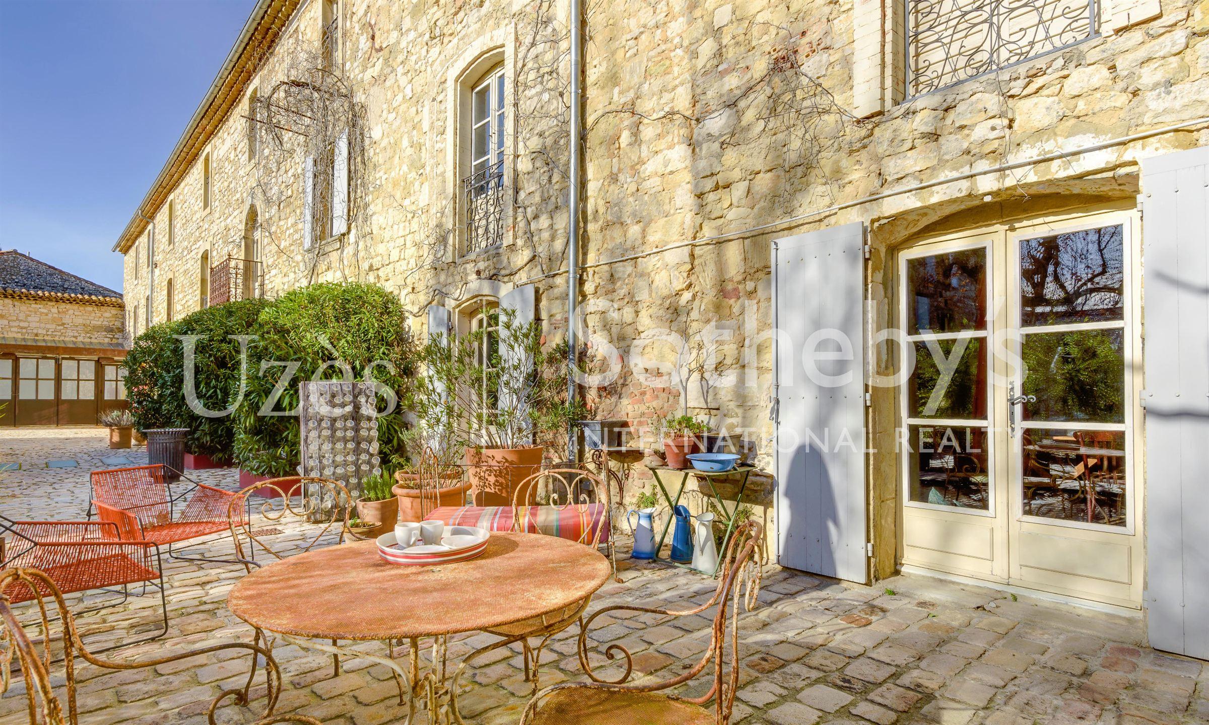 단독 가정 주택 용 매매 에 NEAR UZES, EXCEPTIONAL PROPERTY Uzes, 랑그도크루시용주, 30700 프랑스