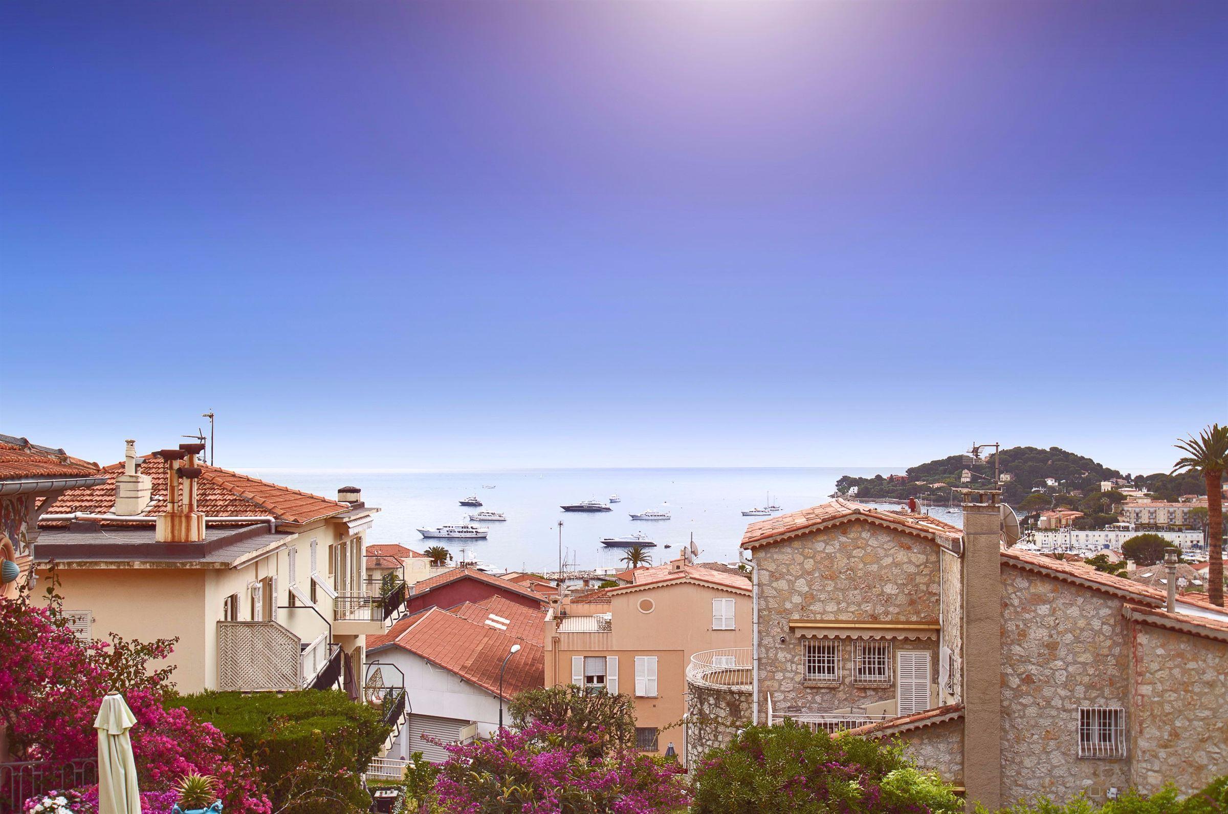 Apartamento por un Venta en Immaculate apartment of 95m² with sea views for sale St Jean Cap Ferrat Other Provence-Alpes-Cote D'Azur, Provincia - Alpes - Costa Azul, 06230 Francia