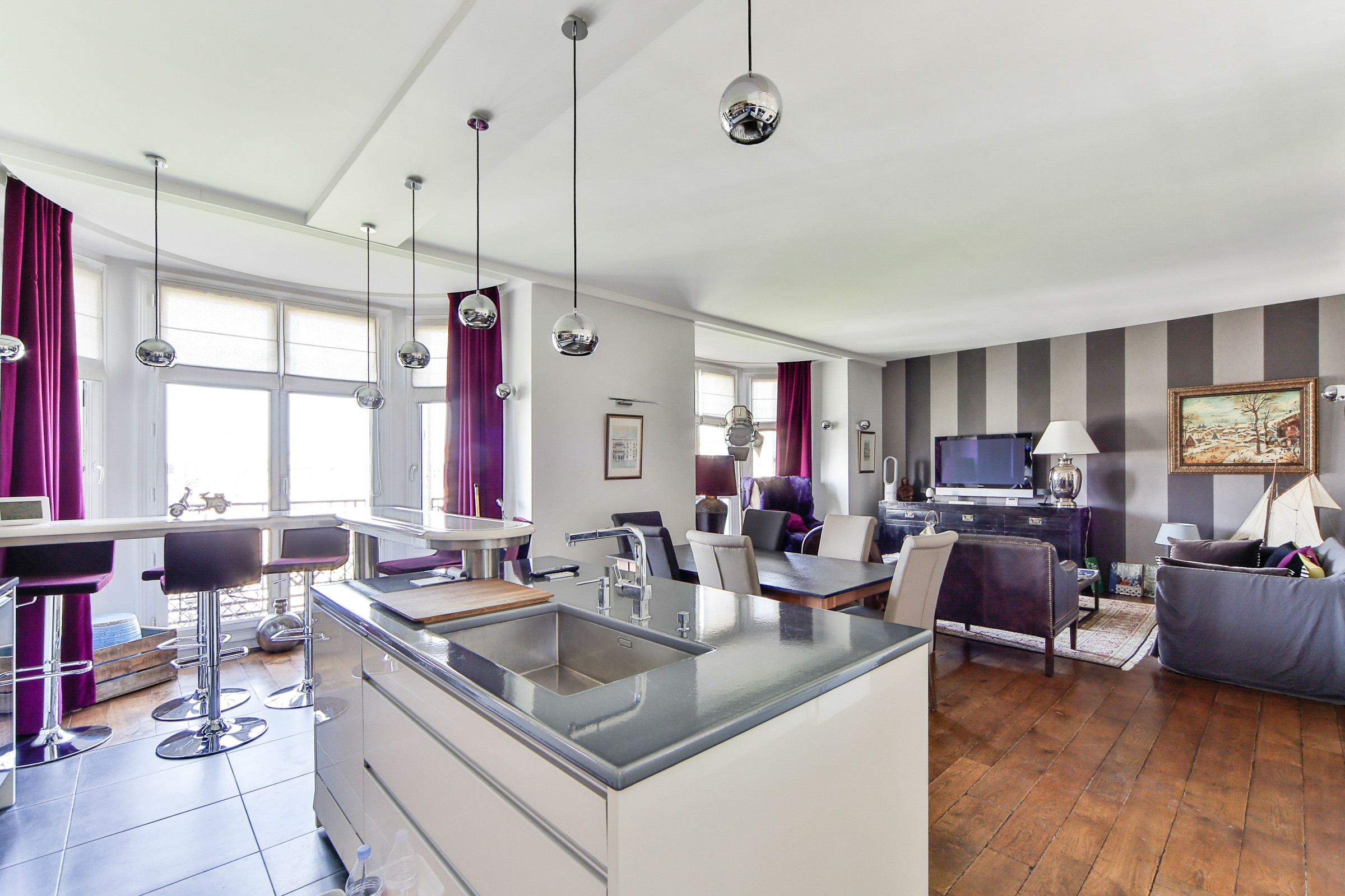 Property For Sale at Neuilly - Sablons. Apartment. Sunny and refurbished.