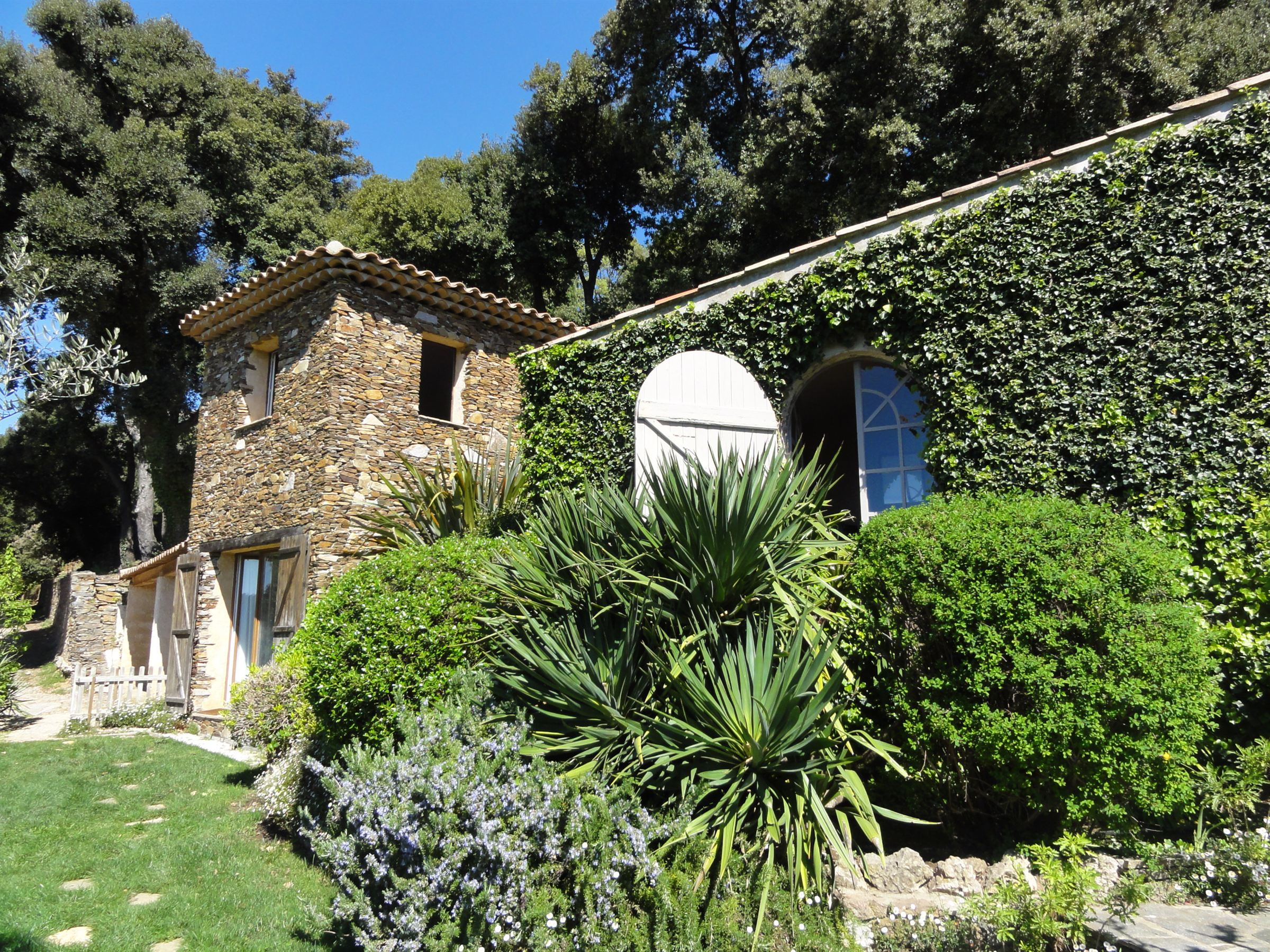 Property For Sale at Farmhouse (bastide)