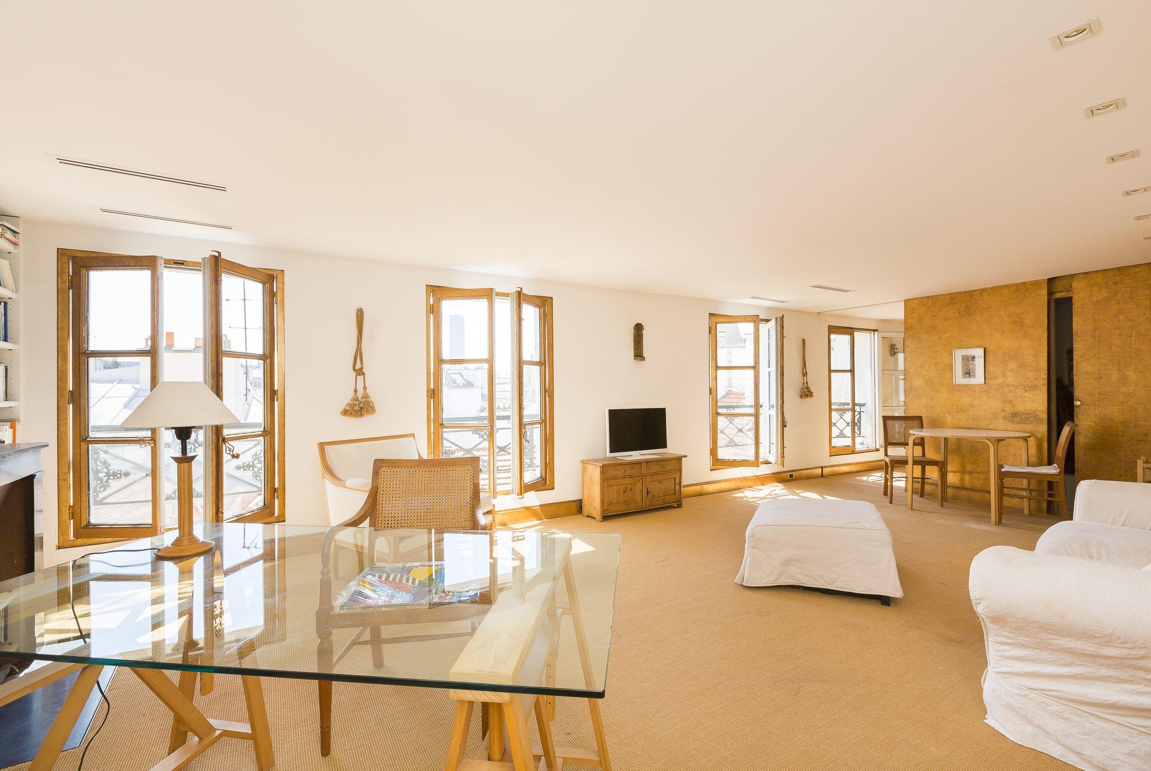Apartamento por un Venta en 75006 - Top floor Apartment rue du Dragon Paris, Paris 75006 Francia