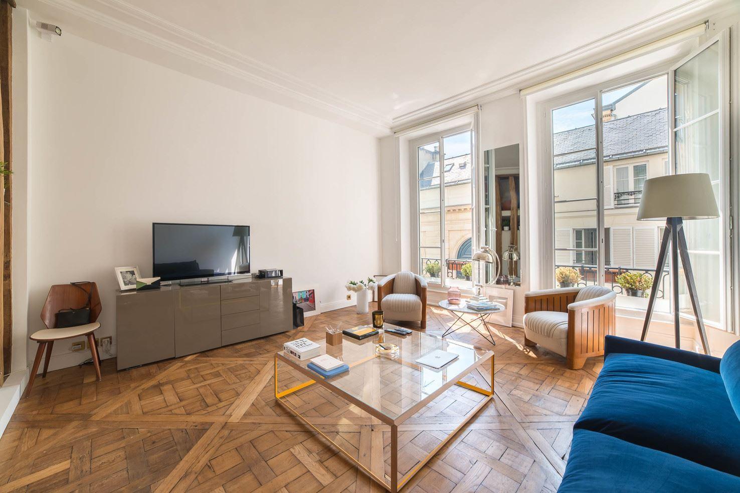 Apartamento por un Venta en Renovated apartment - Rue de Bourgogne Paris 7 Paris, Paris 75007 Francia