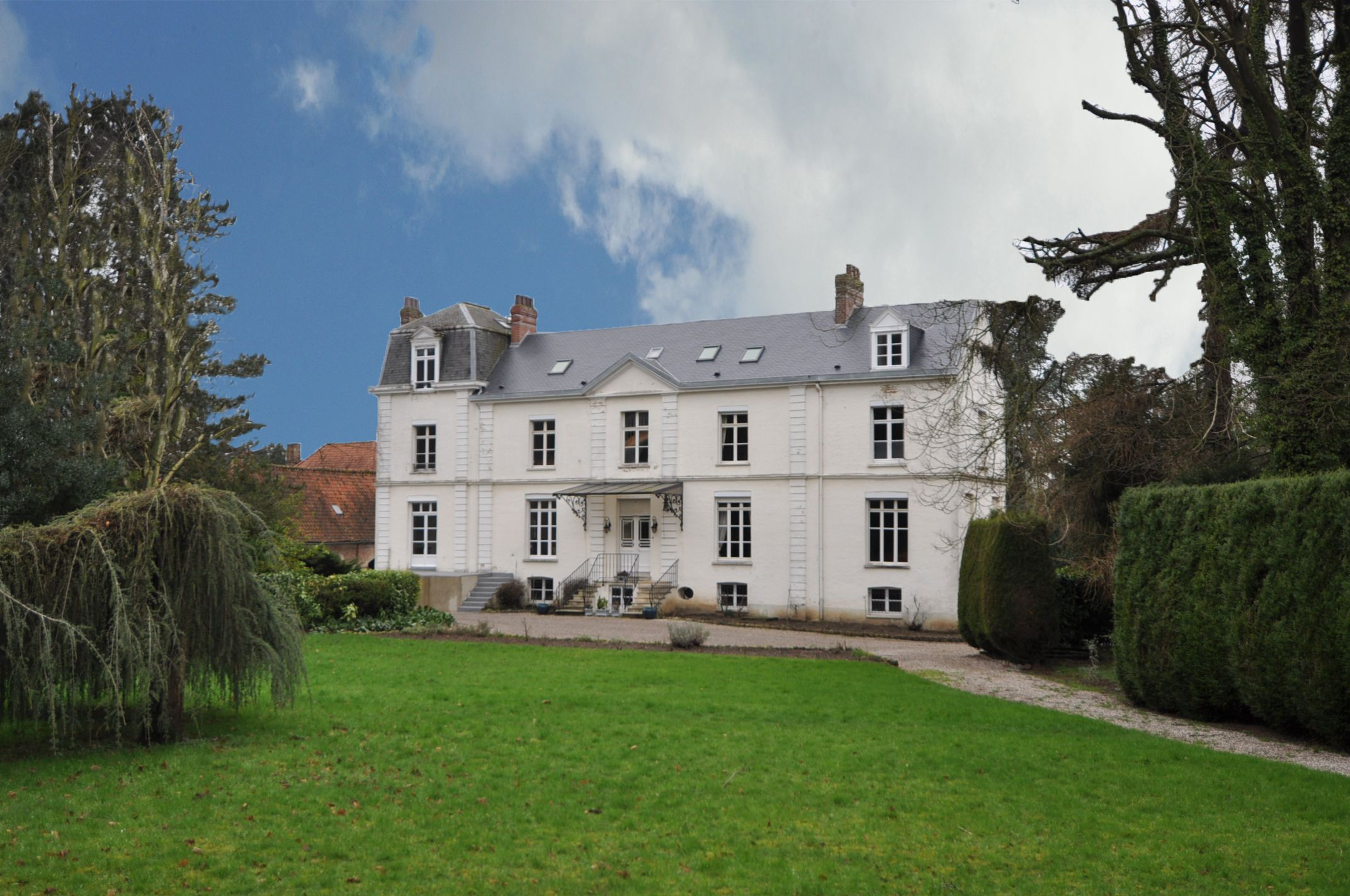 sales property at 10min from SAINT-OMER, 400sqm Master house. 12 Bedrooms.
