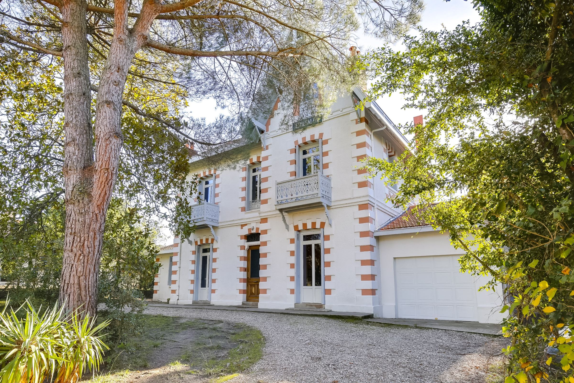 sales property at ARCACHON - BEAUTIFUL ARACHONNAISE VILLA NEAR THE CENTER