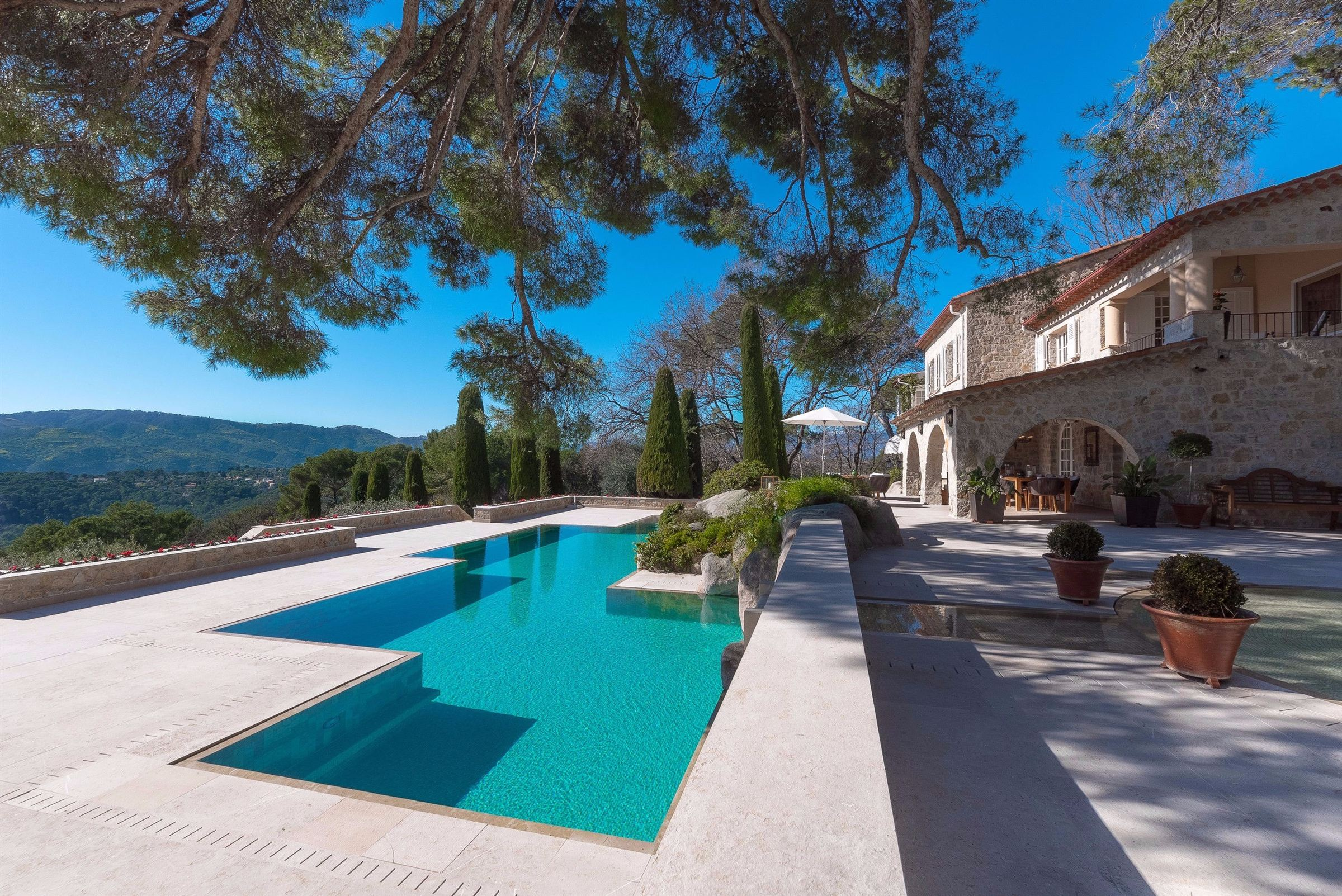 Vivienda unifamiliar por un Venta en Exclusive property in a private estate of Mougins Mougins, Provincia - Alpes - Costa Azul, 06250 Francia