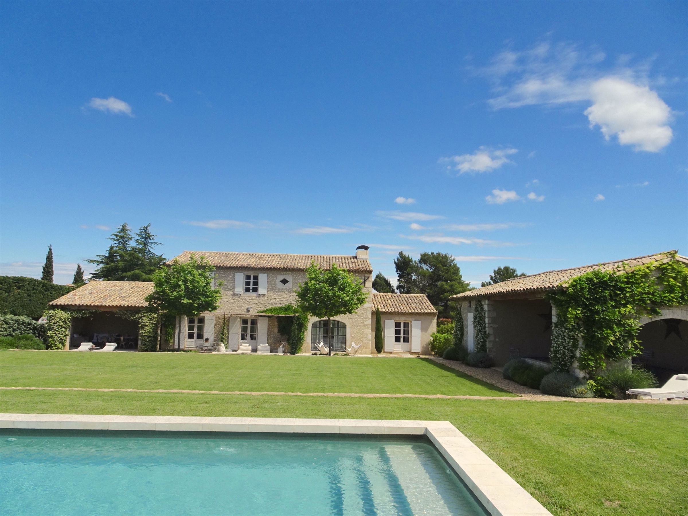 Single Family Home for Sale at Elegant farmhouse in Eygalieres Eygalieres, Provence-Alpes-Cote D'Azur, 13810 France