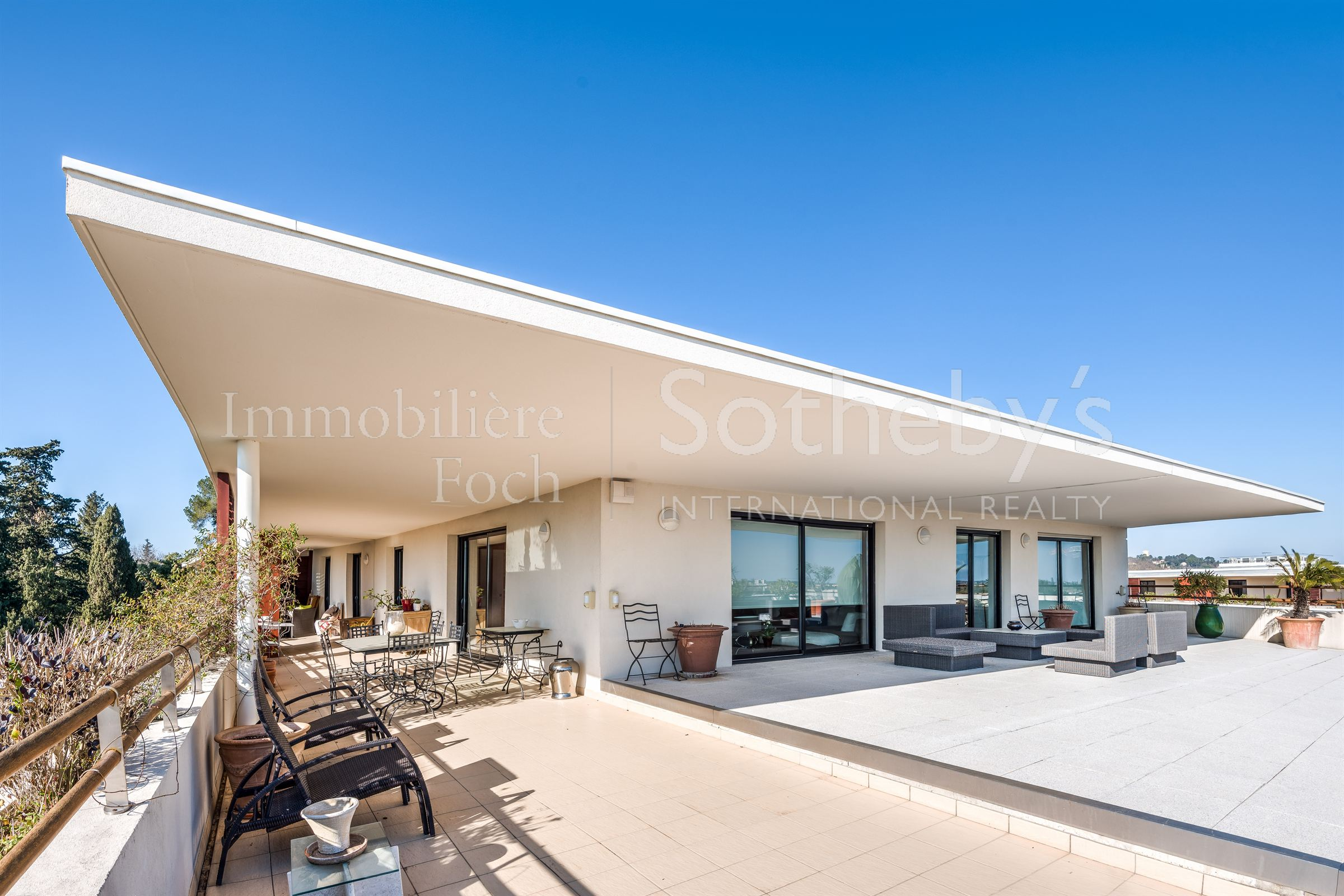 Property For Sale at MONTPELLIER TOWN CENTER: Gorgeous villa