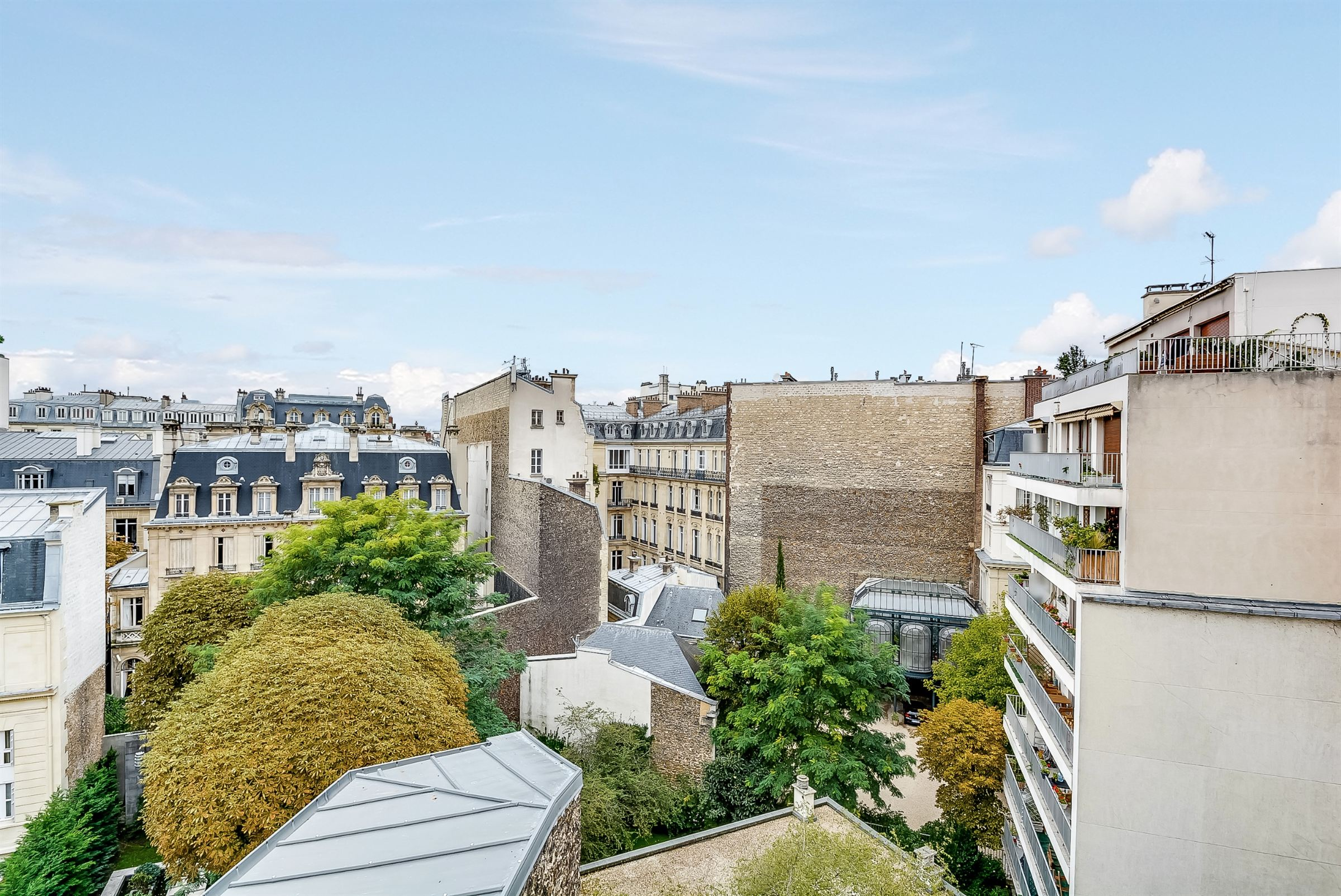 sales property at Paris 16 - Foch. Apartment 138 sq.m.. Open view.