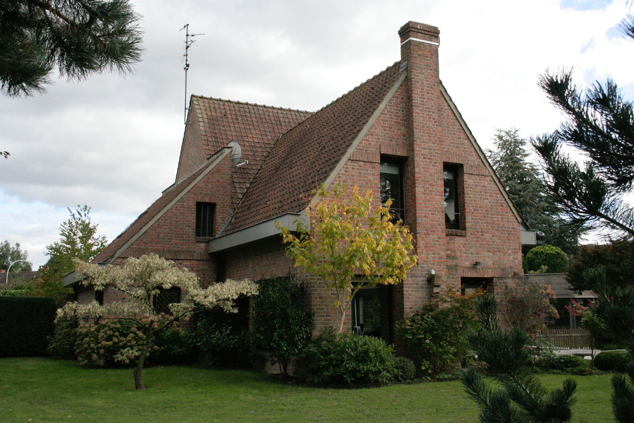 Property For Sale at VILLENEUVE D'ASCQ, Maison de famille 180 m2 hab. 5 ch