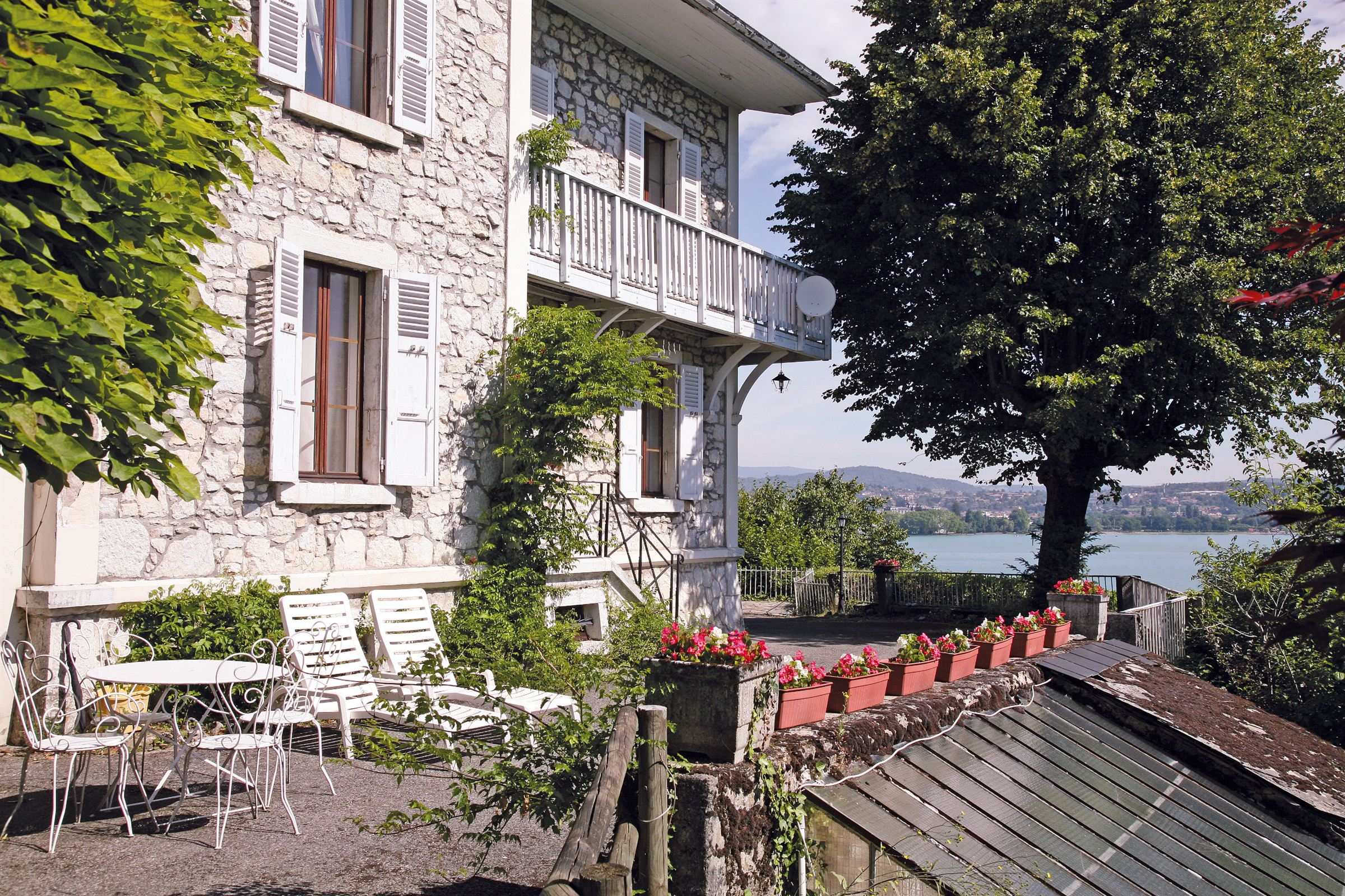 Moradia para Venda às Unique character property with splendid lake view, close to Annecy centre Annecy, Rhone-Alpes, 74000 França