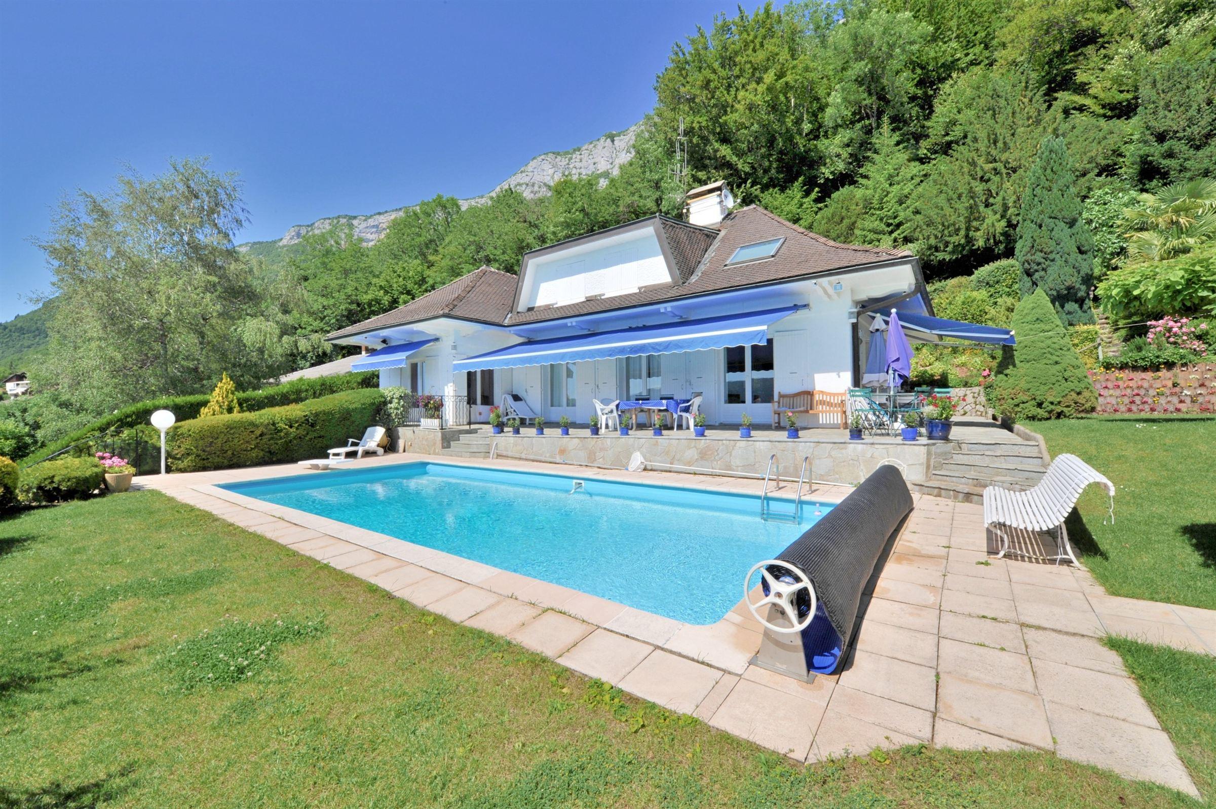 Property For Sale at Magnifique propriété rive est du lac d'Annecy