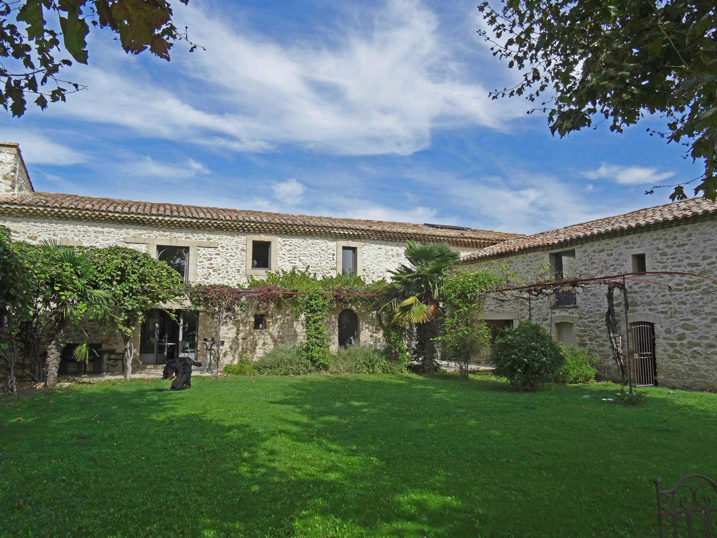Property For Sale at Luxurious renovated farmhouse close to Avignon