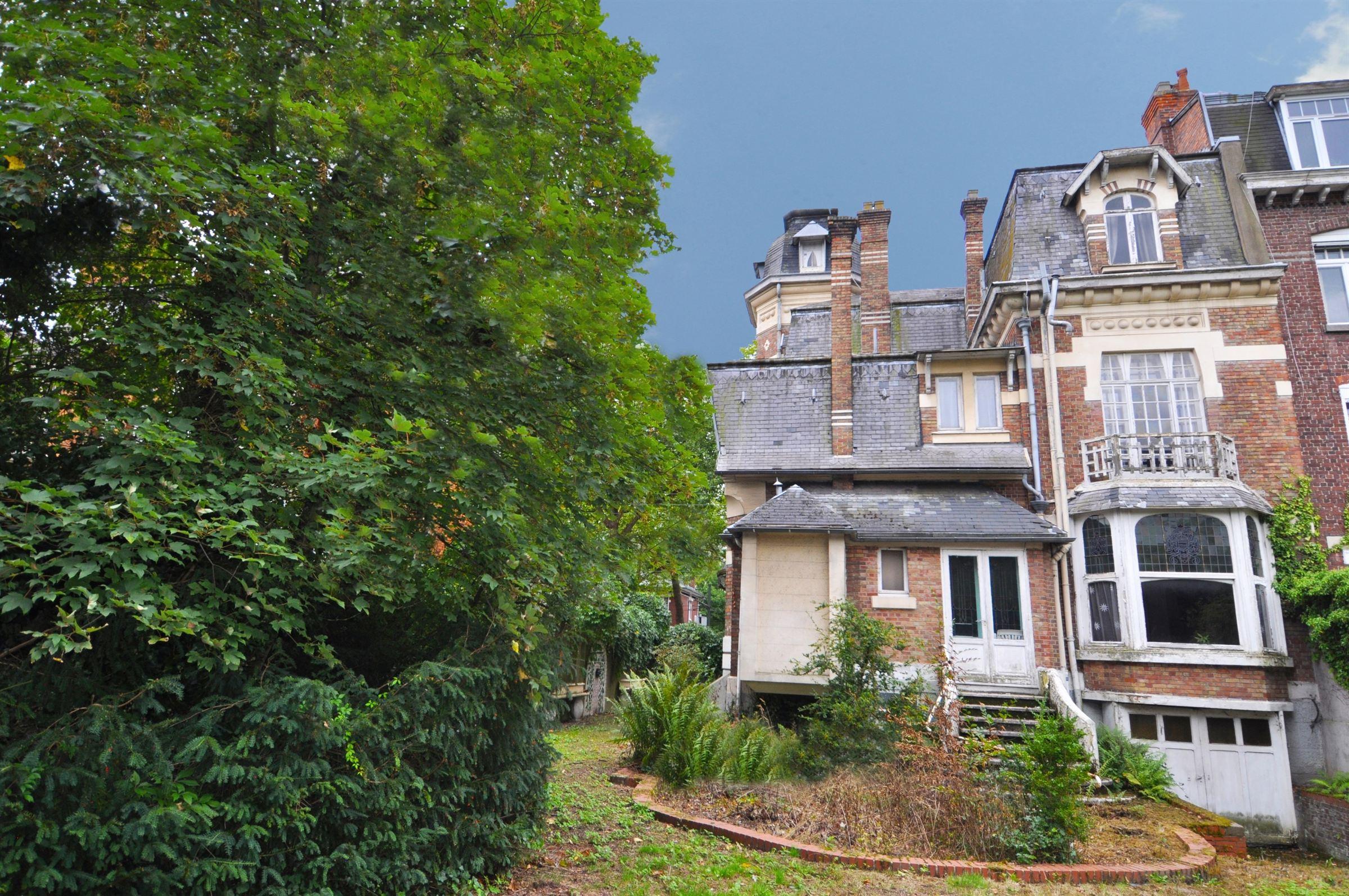 """Property For Sale at VILLENEUVE D'ASCQ, Sart aréa, Villa """"Art Deco"""" of 220 m2 hab."""