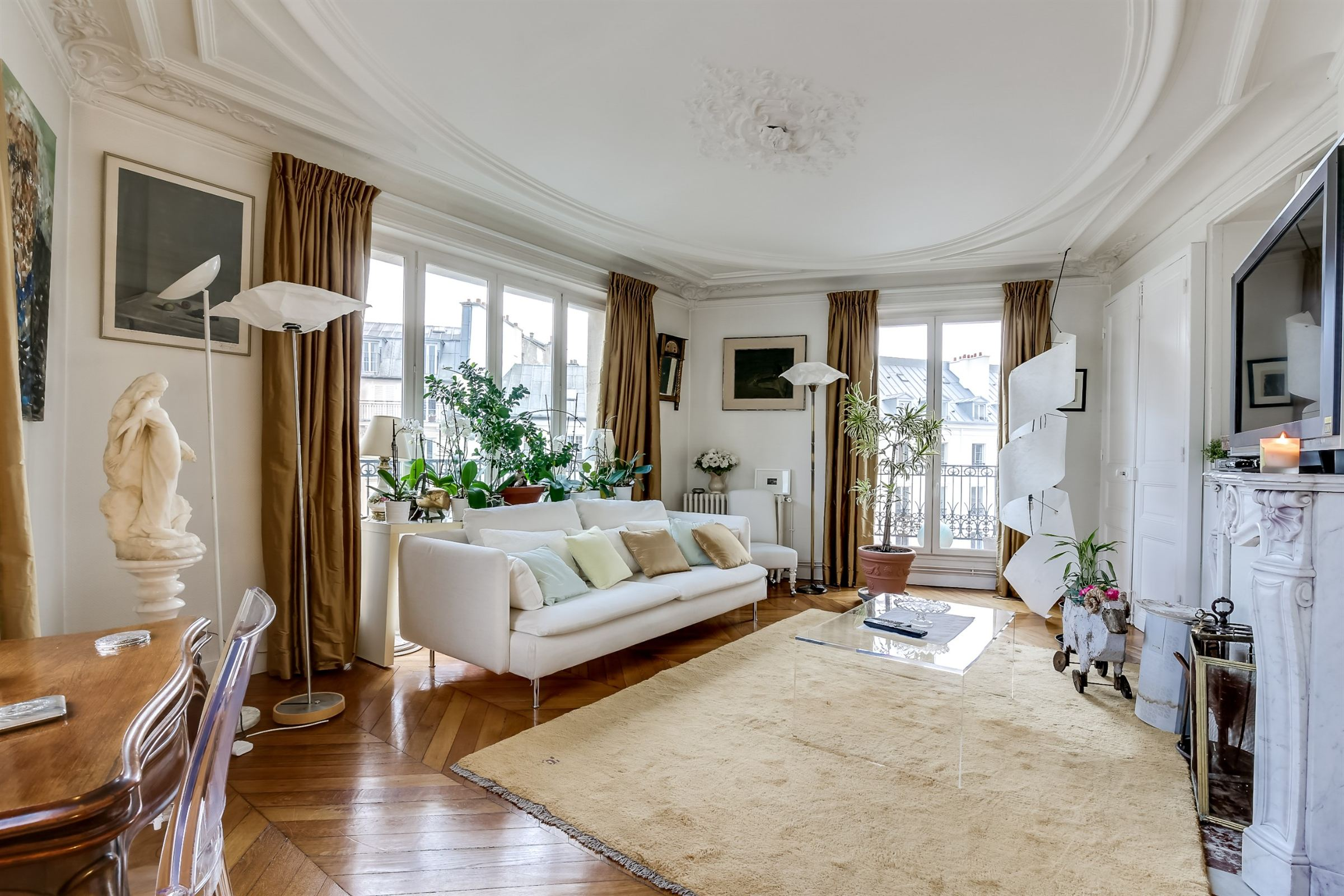 Property For Sale at Paris 3 - Haut Marais. A 4 rooms apartment, bright property