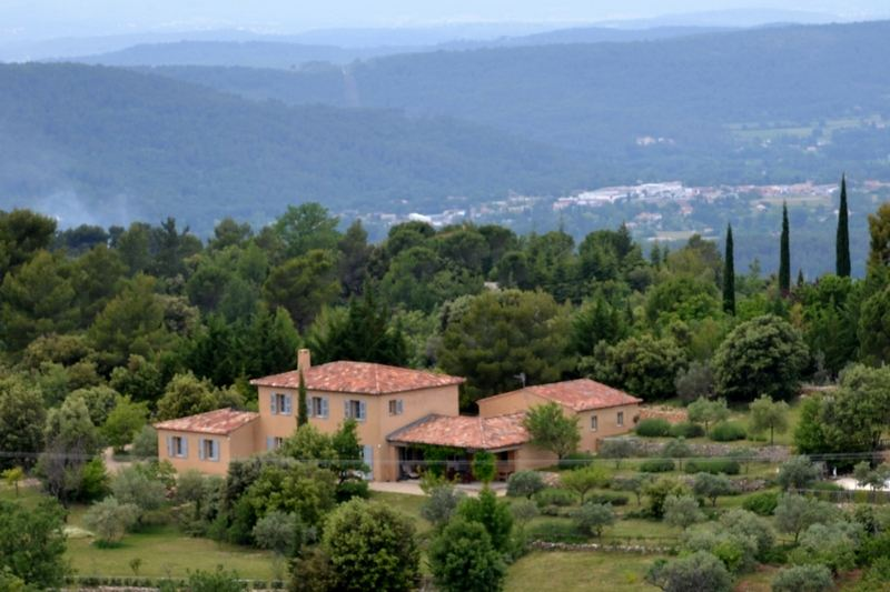 Single Family Homes por un Venta en Villa with view of the village Tourtour, Provincia - Alpes - Costa Azul 83690 Francia