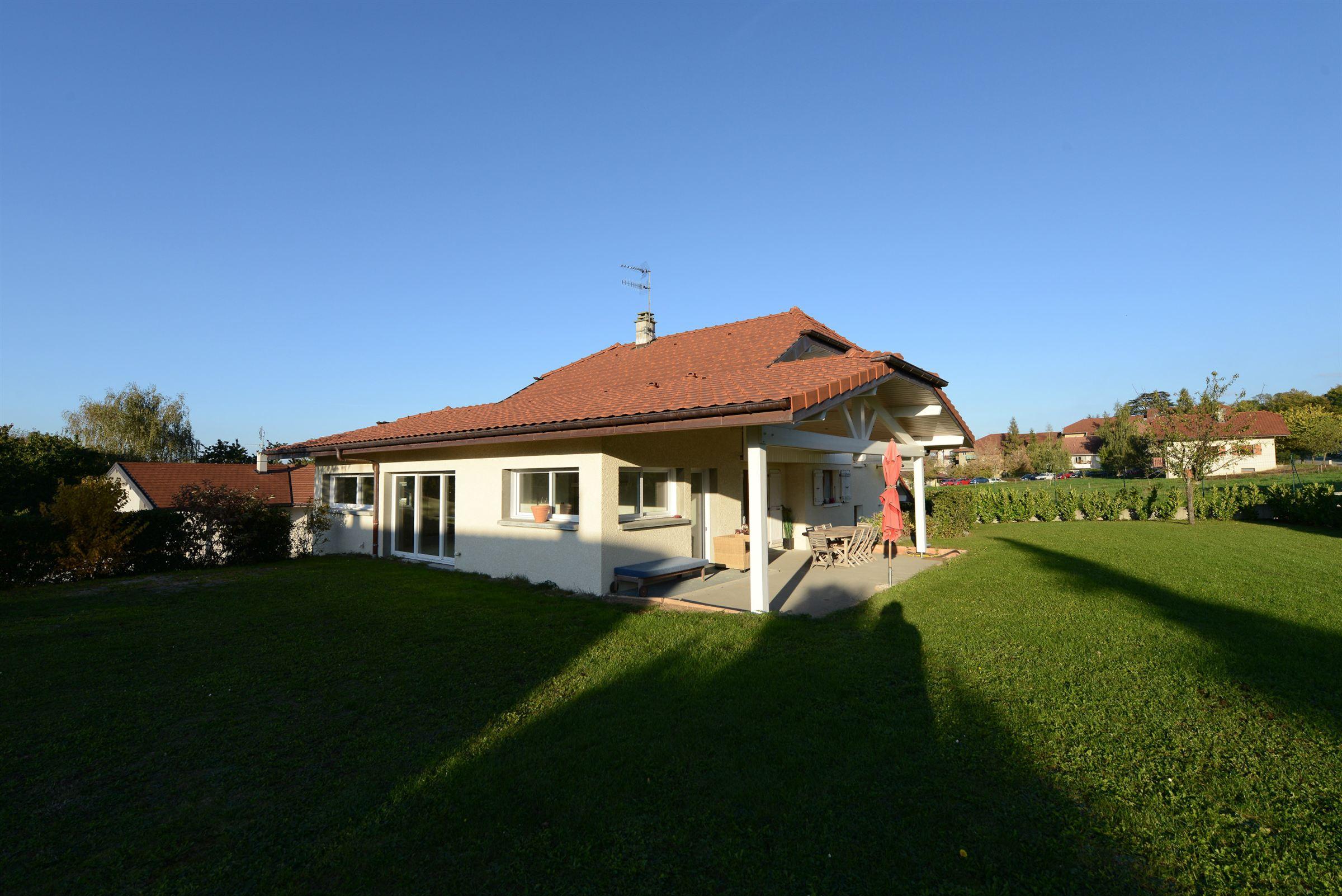 Single Family Home for Sale at Publier, Belle villa Publier, Rhone-Alpes 74500 France