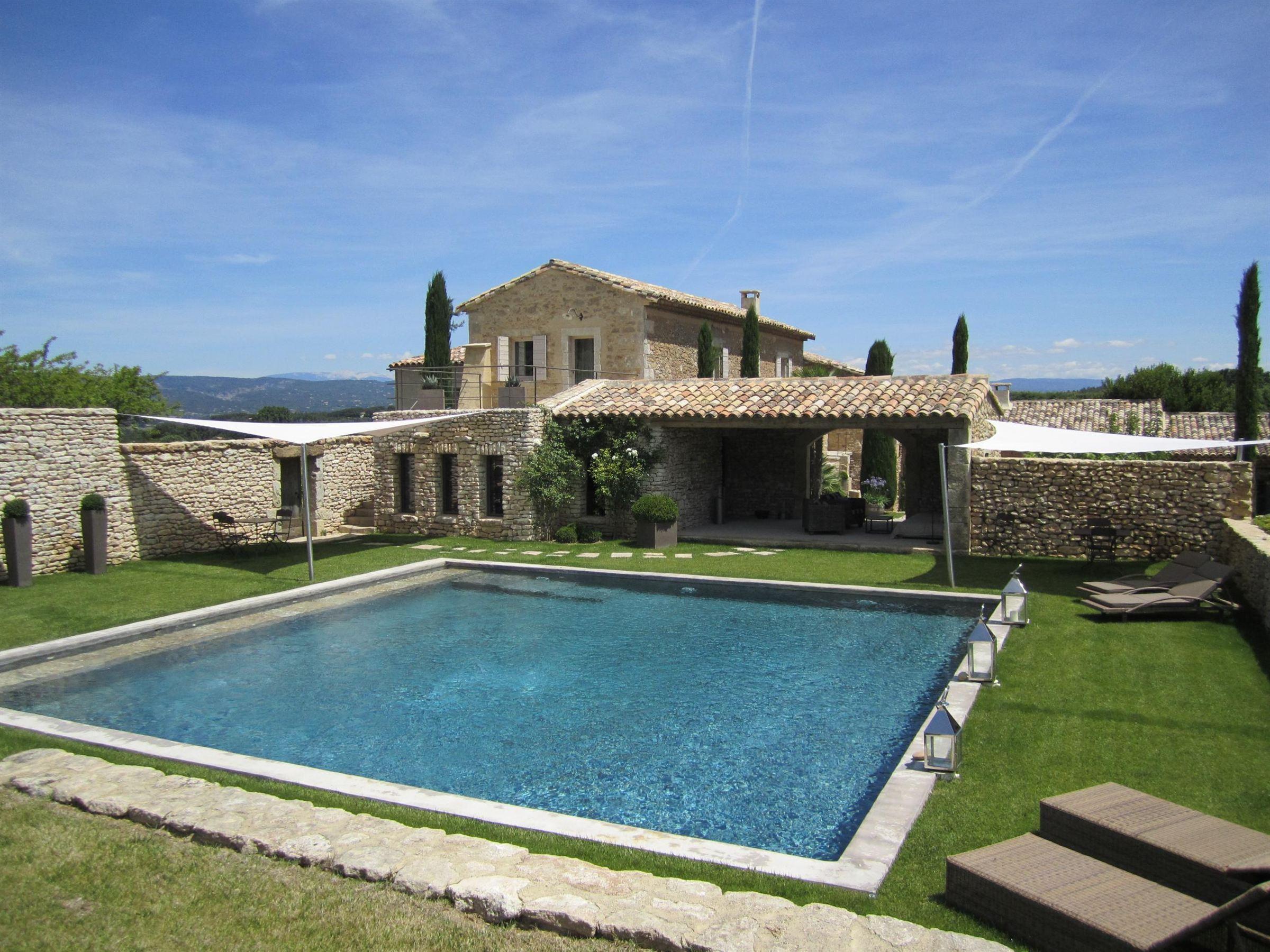 sales property at Provençal farmhouse