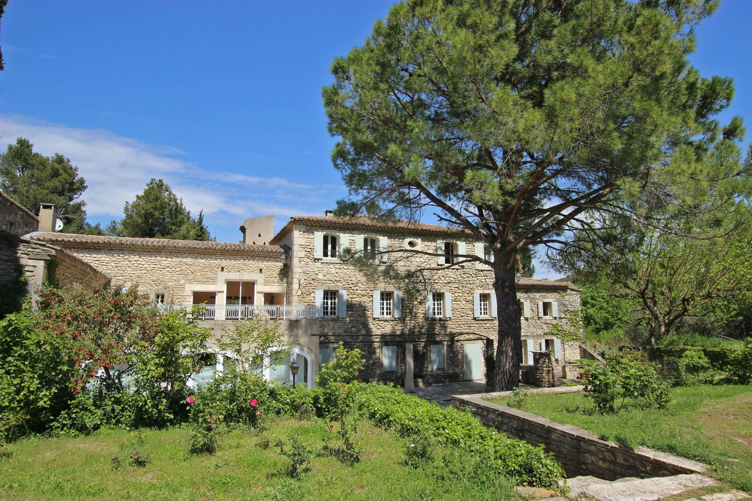 sales property at Rare location in st remy de provence for this stunning property