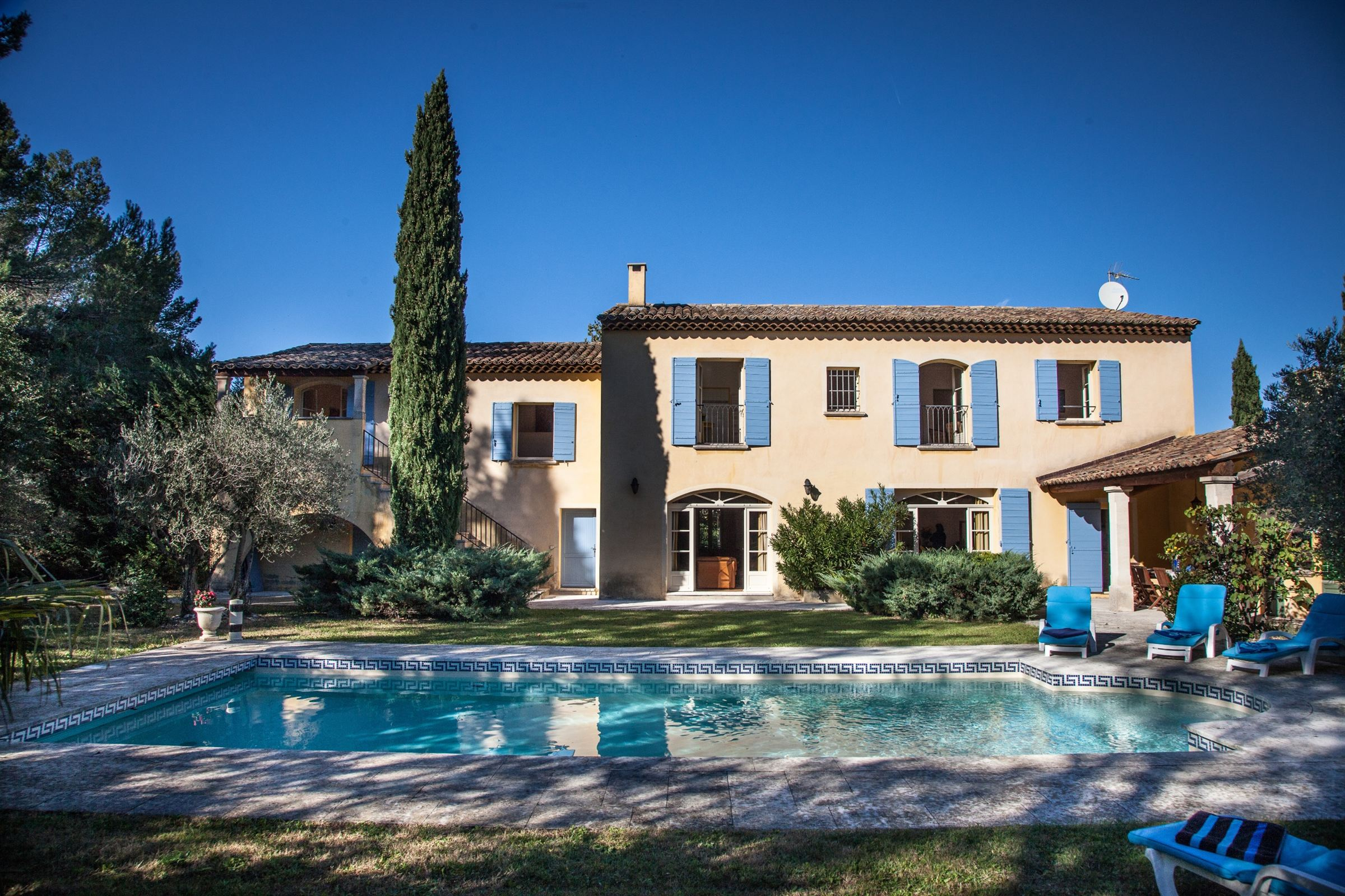 Property For Sale at Saint Rémy de Provence, beautiful provencal bastide close to the center