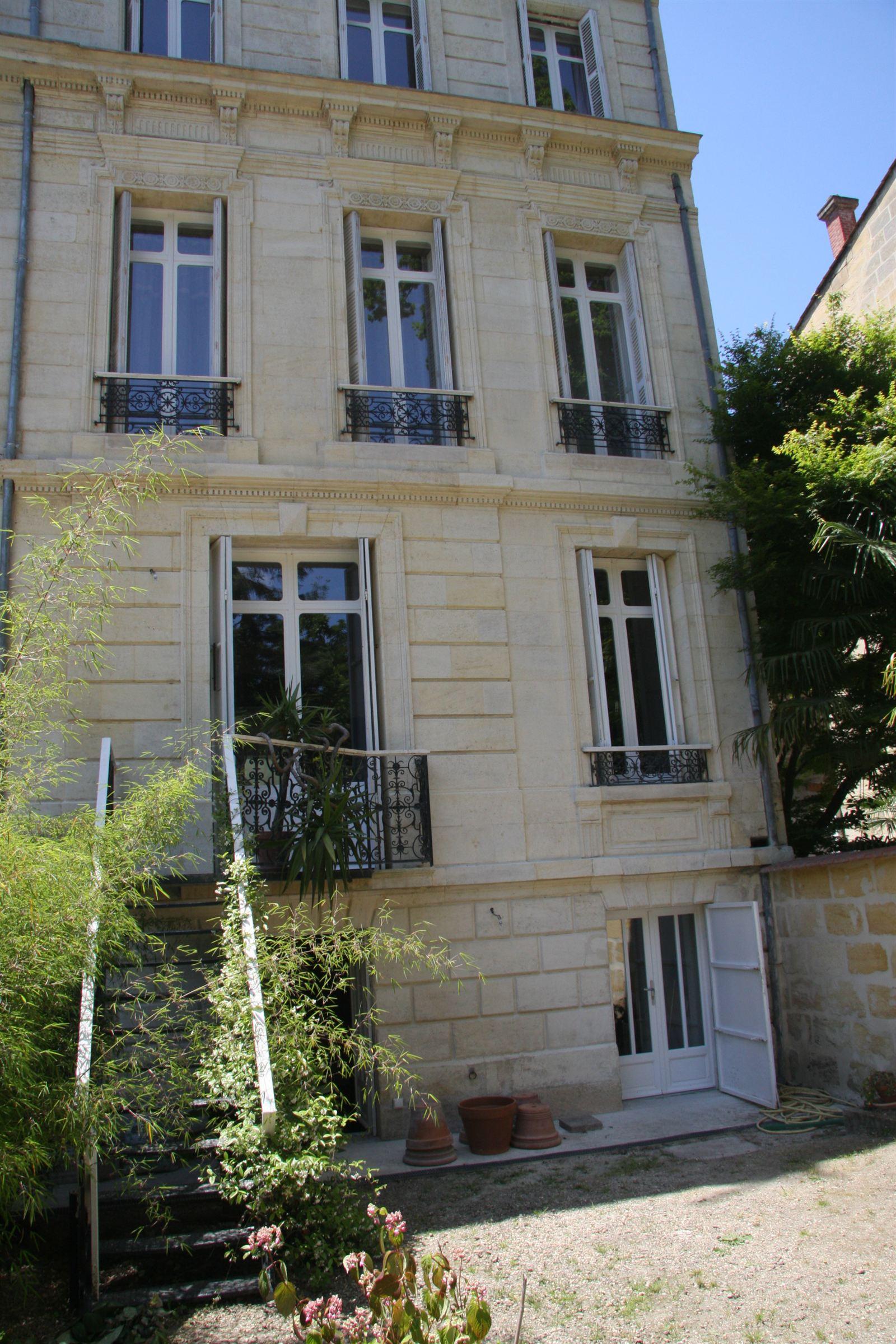Maison unifamiliale pour l Vente à View of Public Garden – Private Townhouse with garage Bordeaux, Aquitaine 33000 France