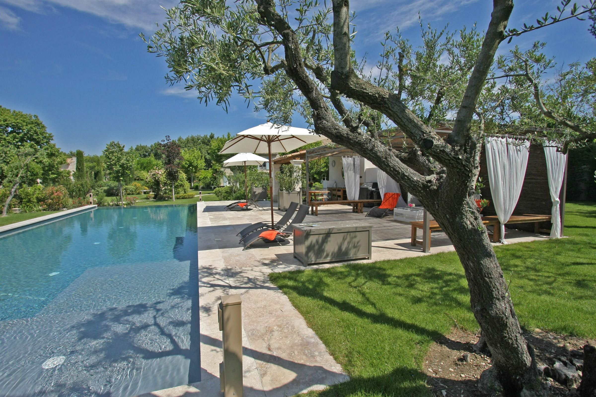 Property Of luxurious farmhouse in saint remy de provence