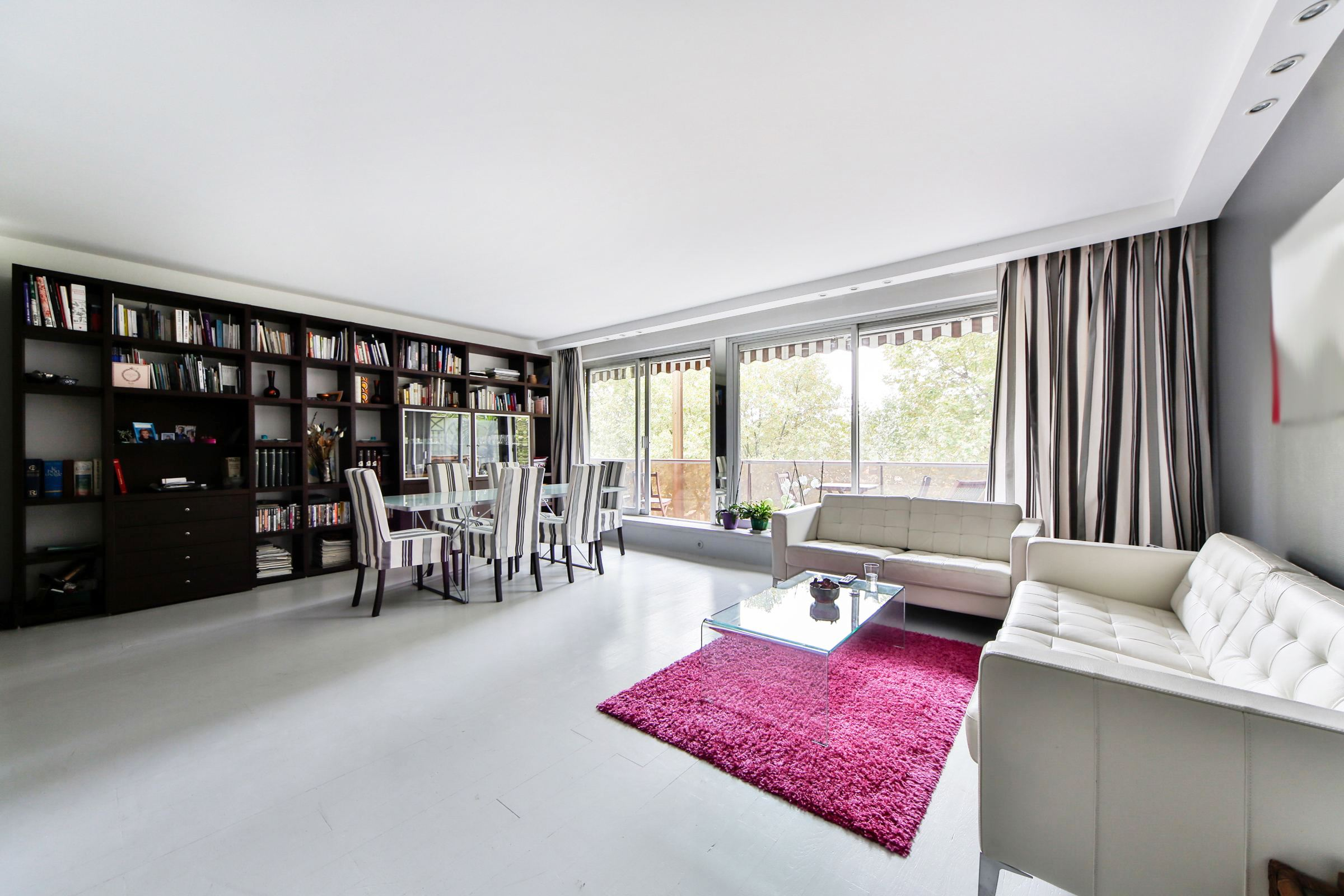 Property For Sale at Neuilly - Ile de la Jatte. A 112 sq.m apartment with balcony.