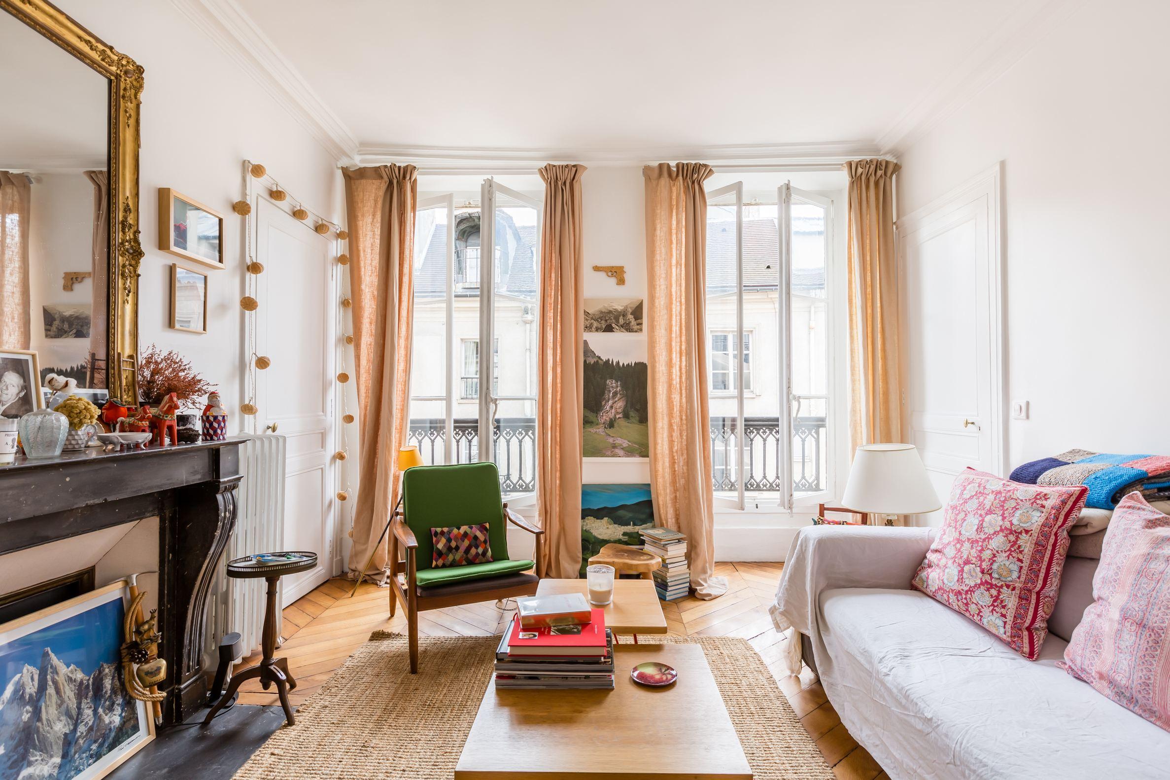 sales property at Sole agent - Saint-Germain-des-Pres